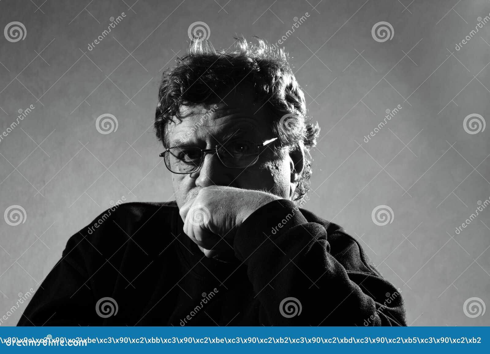Durchdachter Mann
