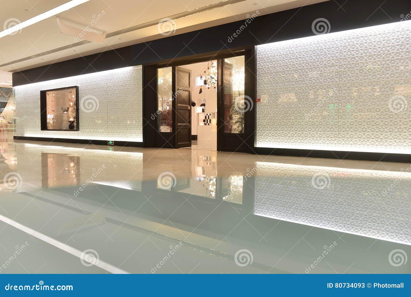 Beleuchtung Shop | Durchgang Und Beleuchtungsshop Im Handelsgebaude Stockbild Bild