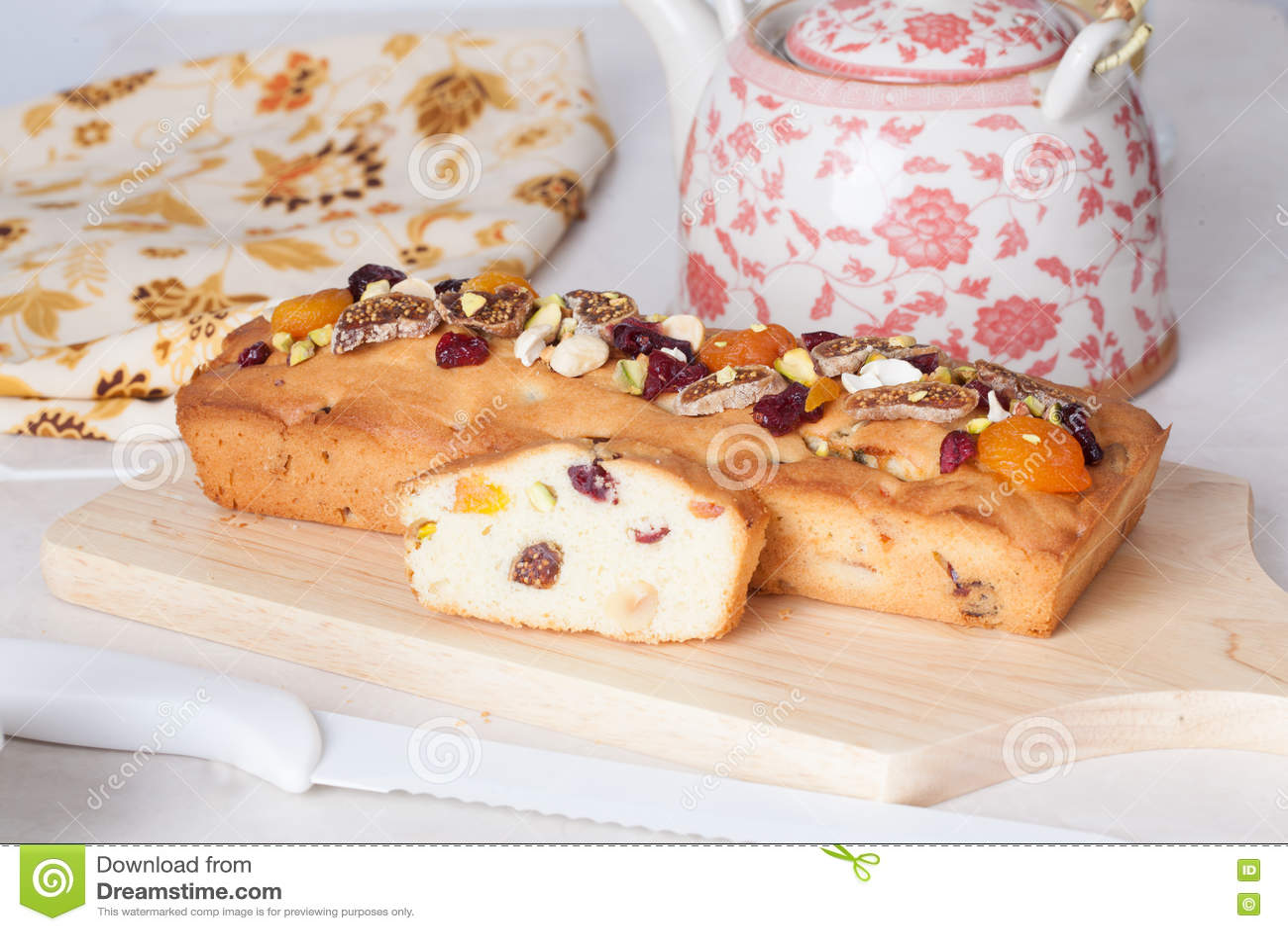 Durcissez toujours avec des écrous et la vie sèche de fruits dans la table de la Provence extraordinairement belle