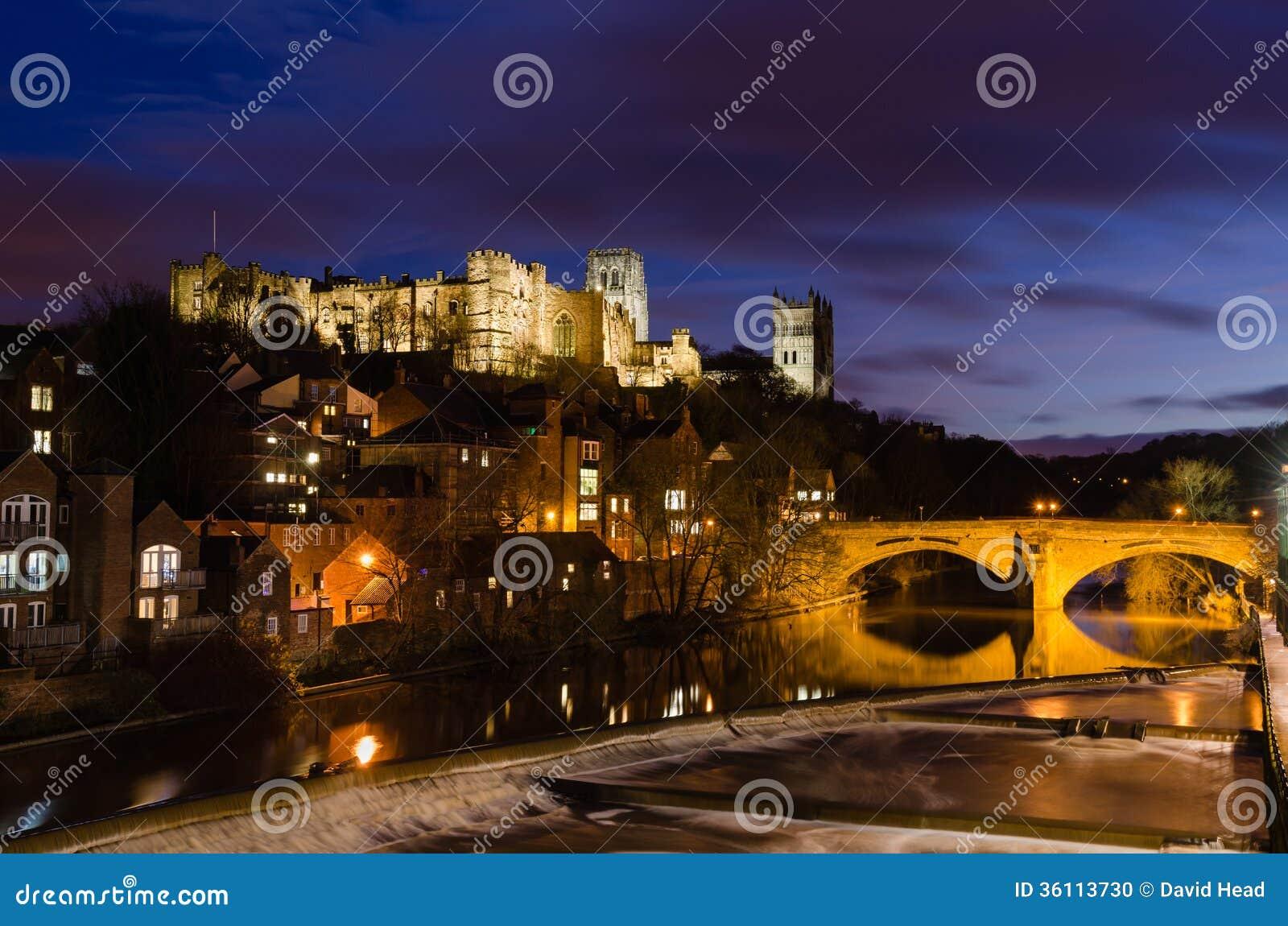 Durham miasto przy nocą