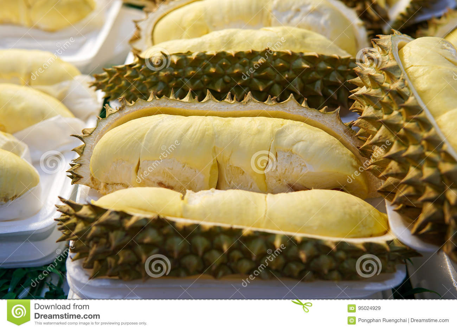 Durian in dienblad