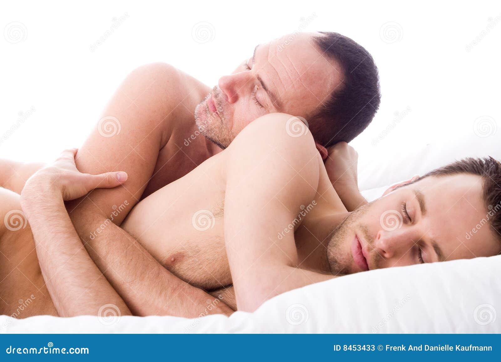 Dos chicos follan durmiendo amigo