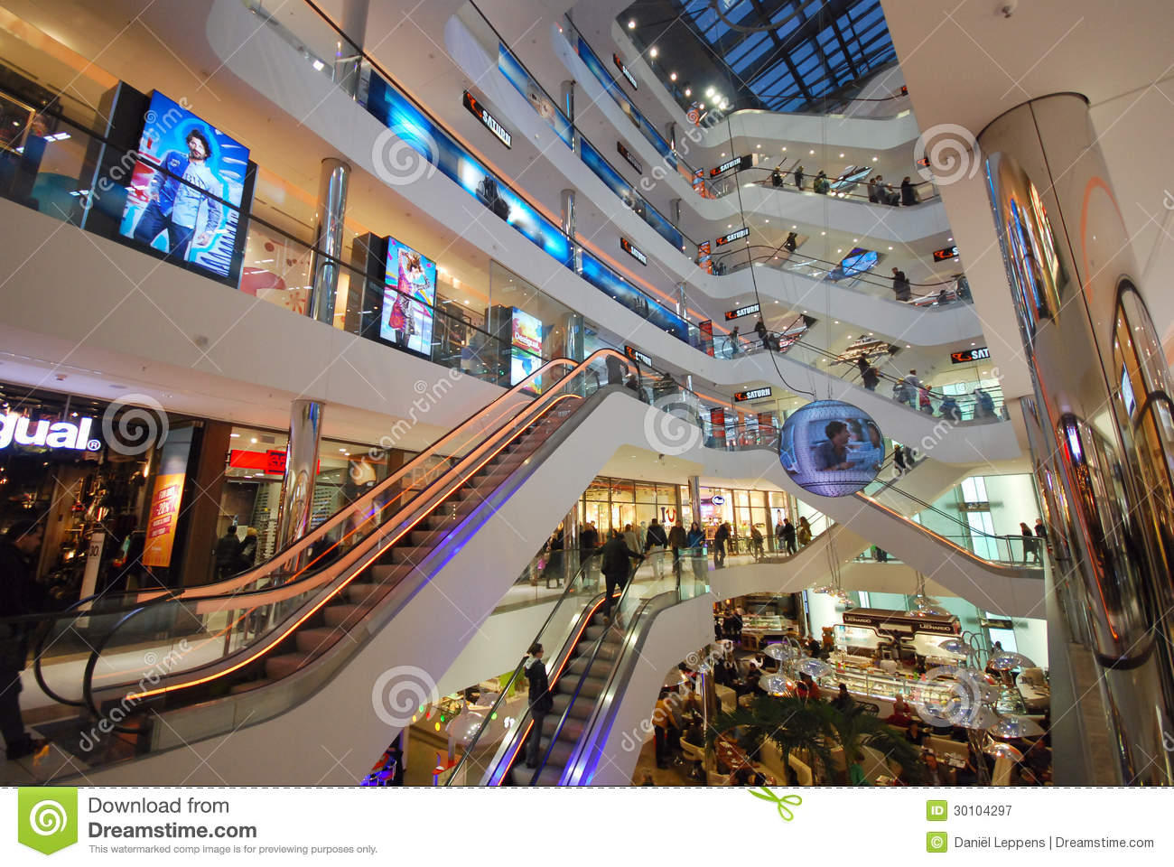 Shopping in Dusseldorf editorial photography. Image of architecture ... c99a5ea3b7202