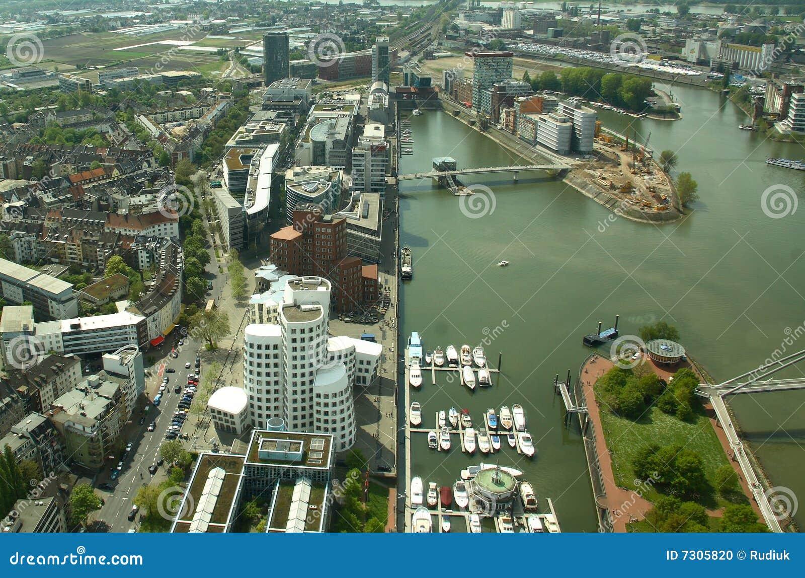 Dusseldorf moderna (Germania)