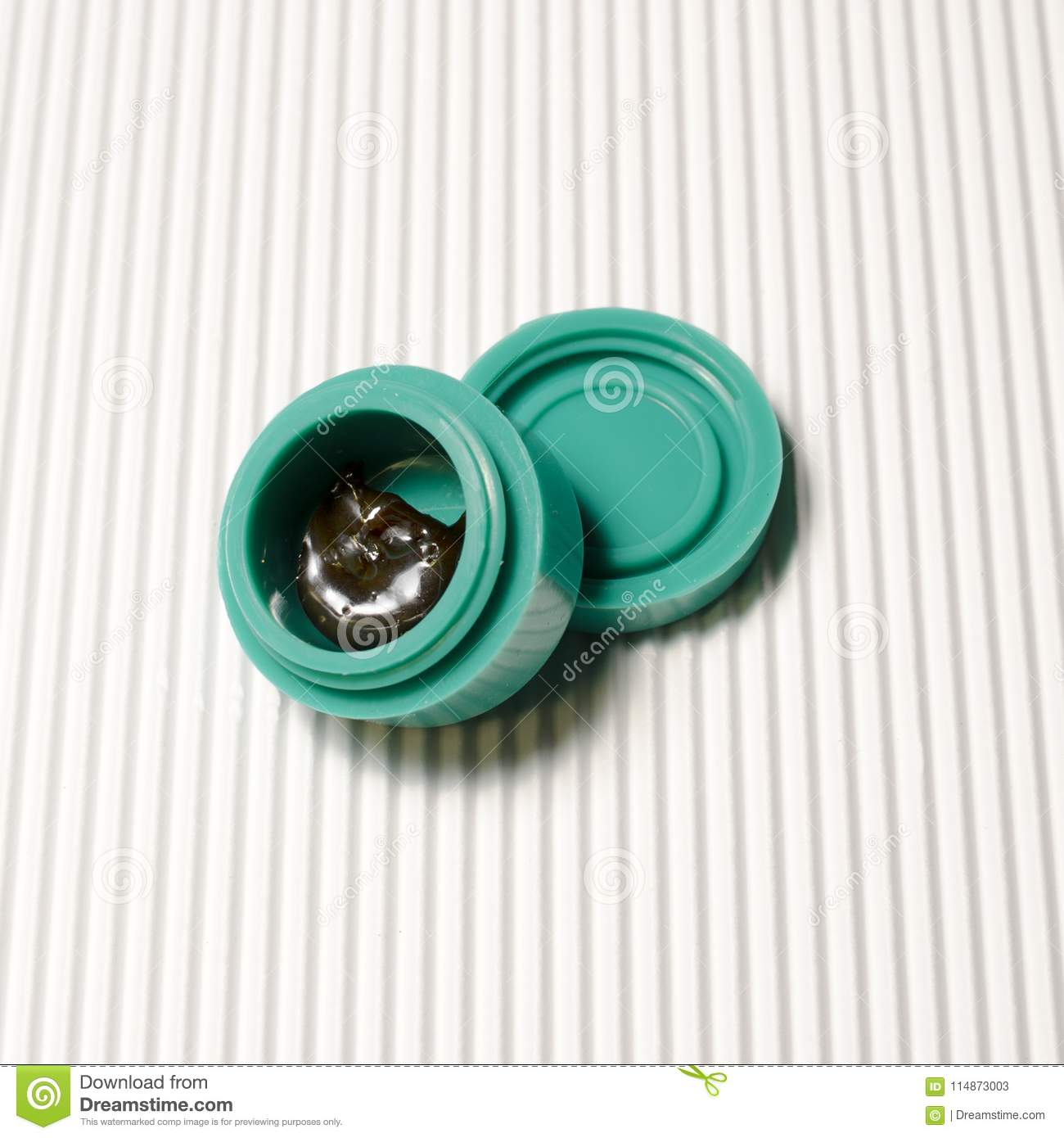 Dutch Treat Butane Hash Oil - Pull And Snap Stock Image