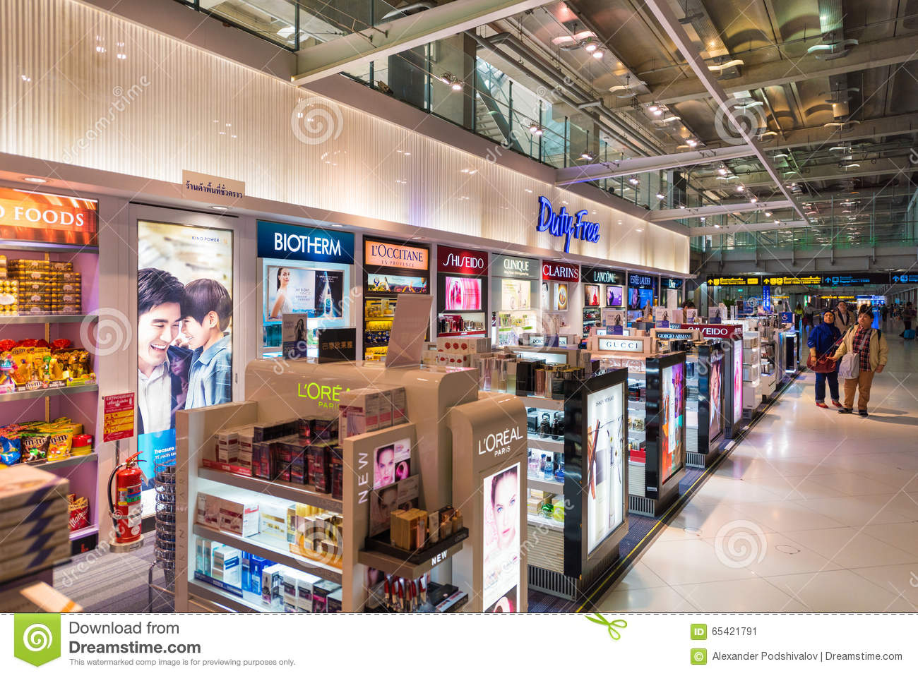 15, 2015: Duty free cosmetics boutiques at the International Airport ...