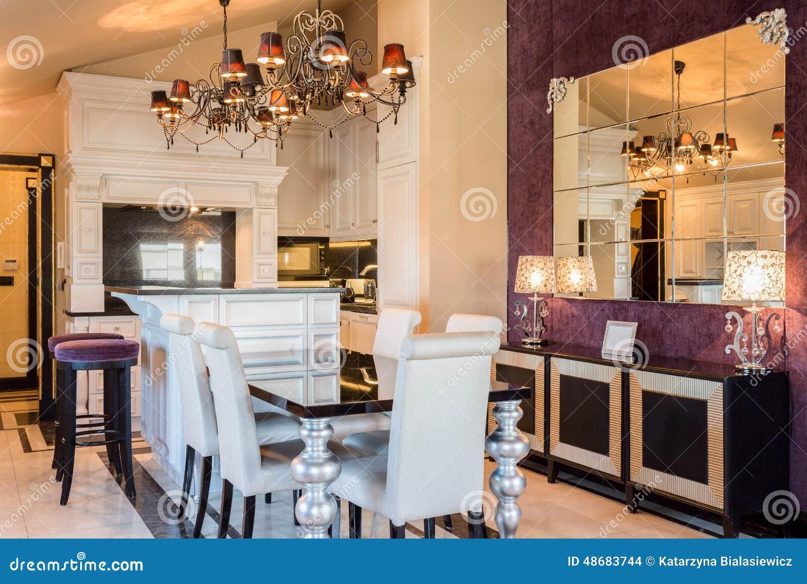 Duur huis in barokke stijl stock foto afbeelding 48683744 - Dining barokke ...