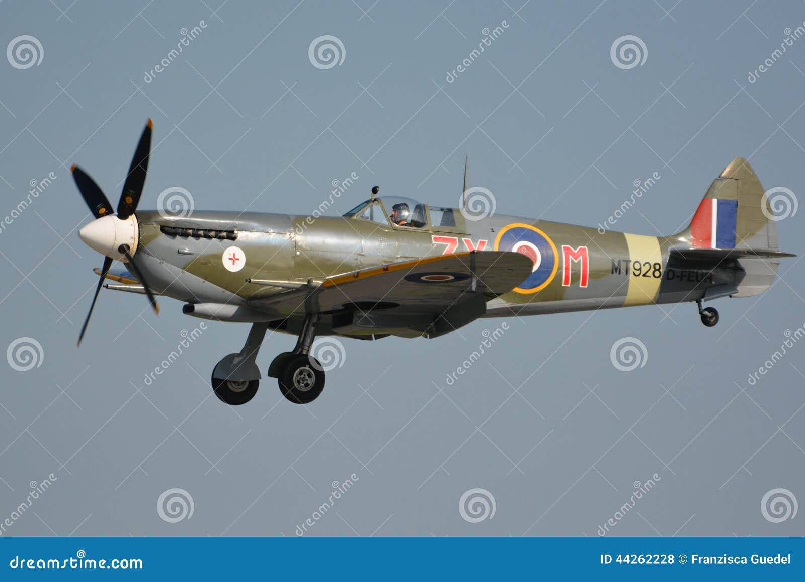 Trade Stands Duxford : Duxford flying legends spitfire mark viii mt d feur