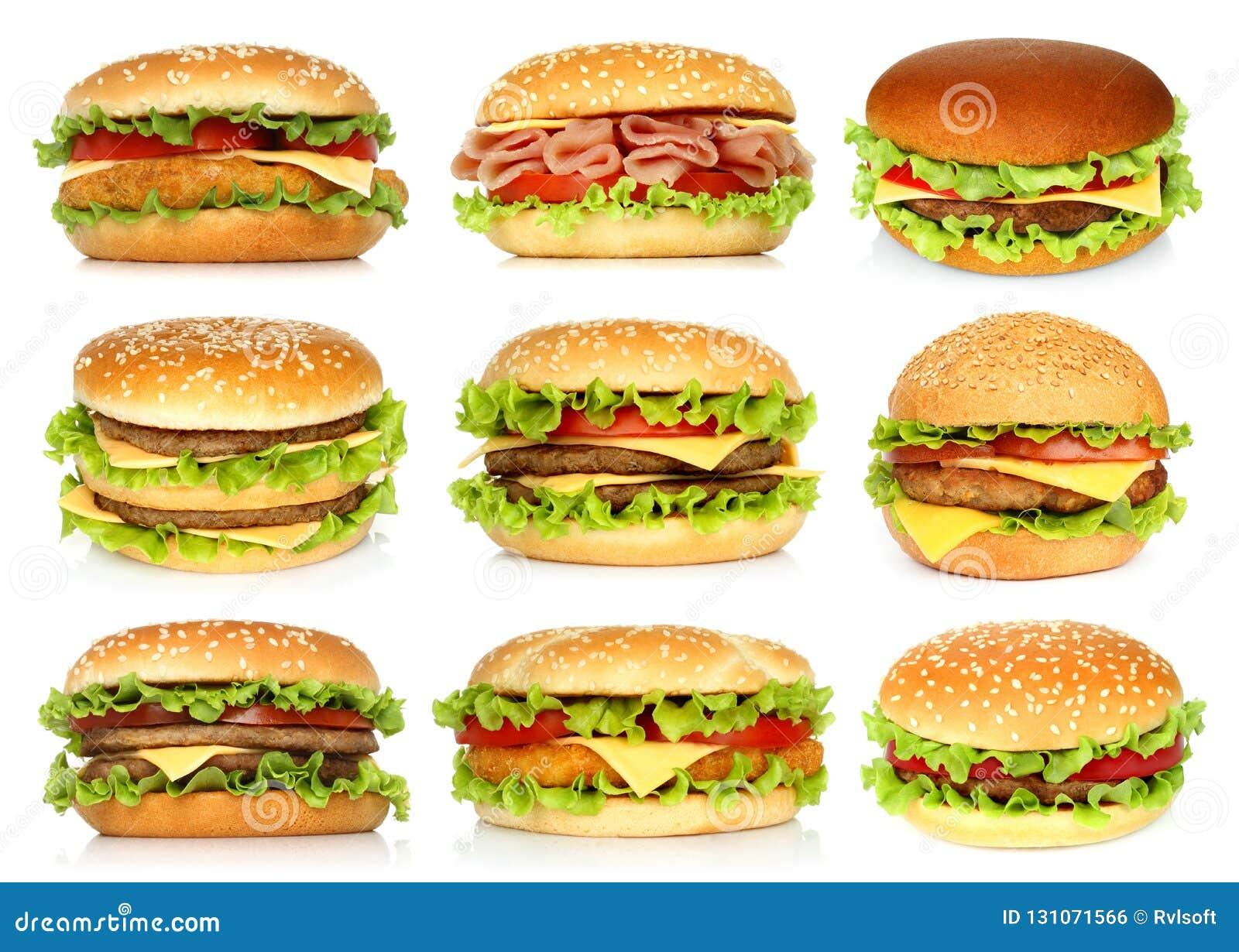 Duzi hamburgery ustawiający na białym tle