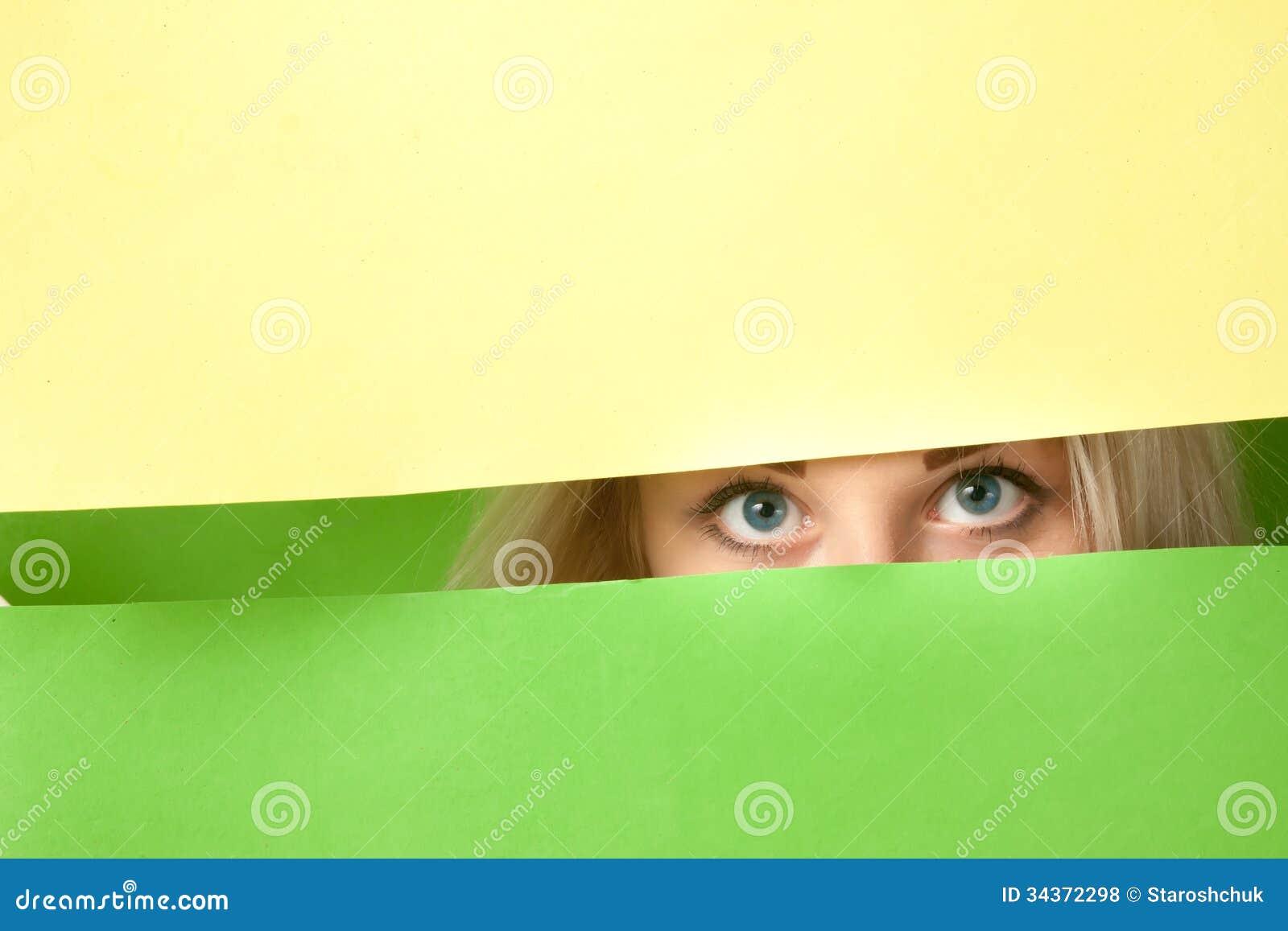 Duzi niebieskie oczy piękna dziewczyna