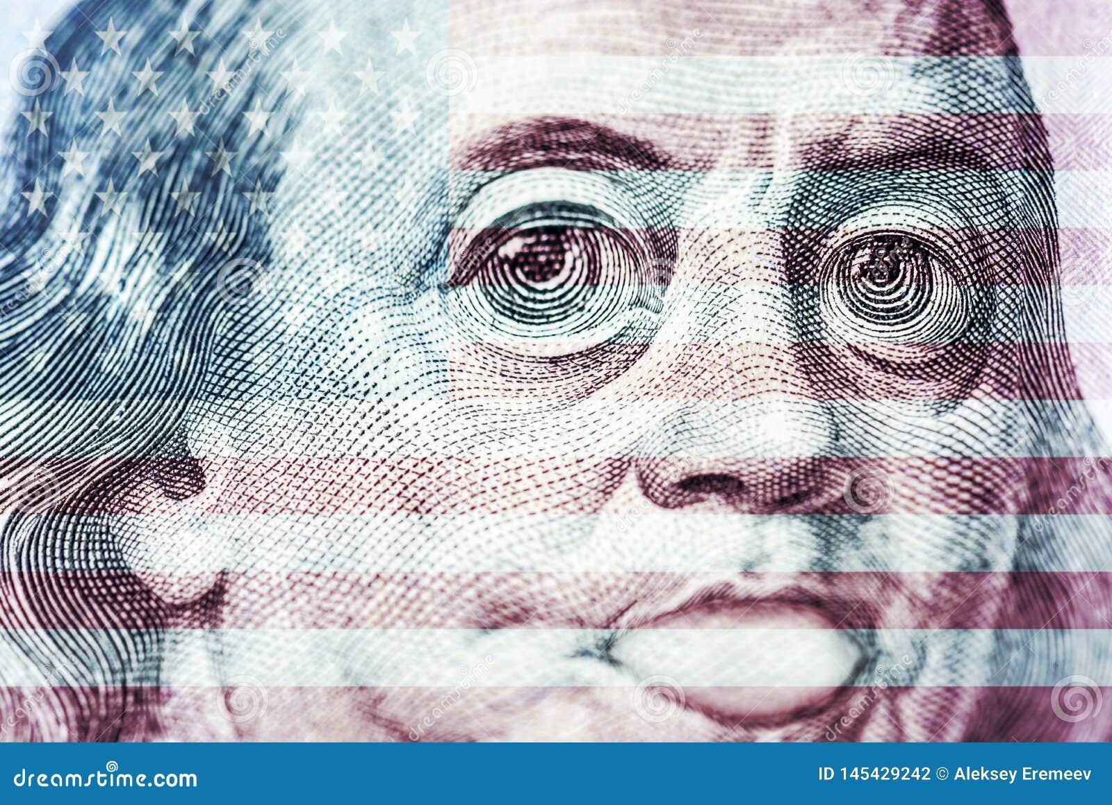Duzi oczy Benjamin Franklin z sto dolarowymi rachunkami, symbol inflacja, docenienie, dewaluacja, w g