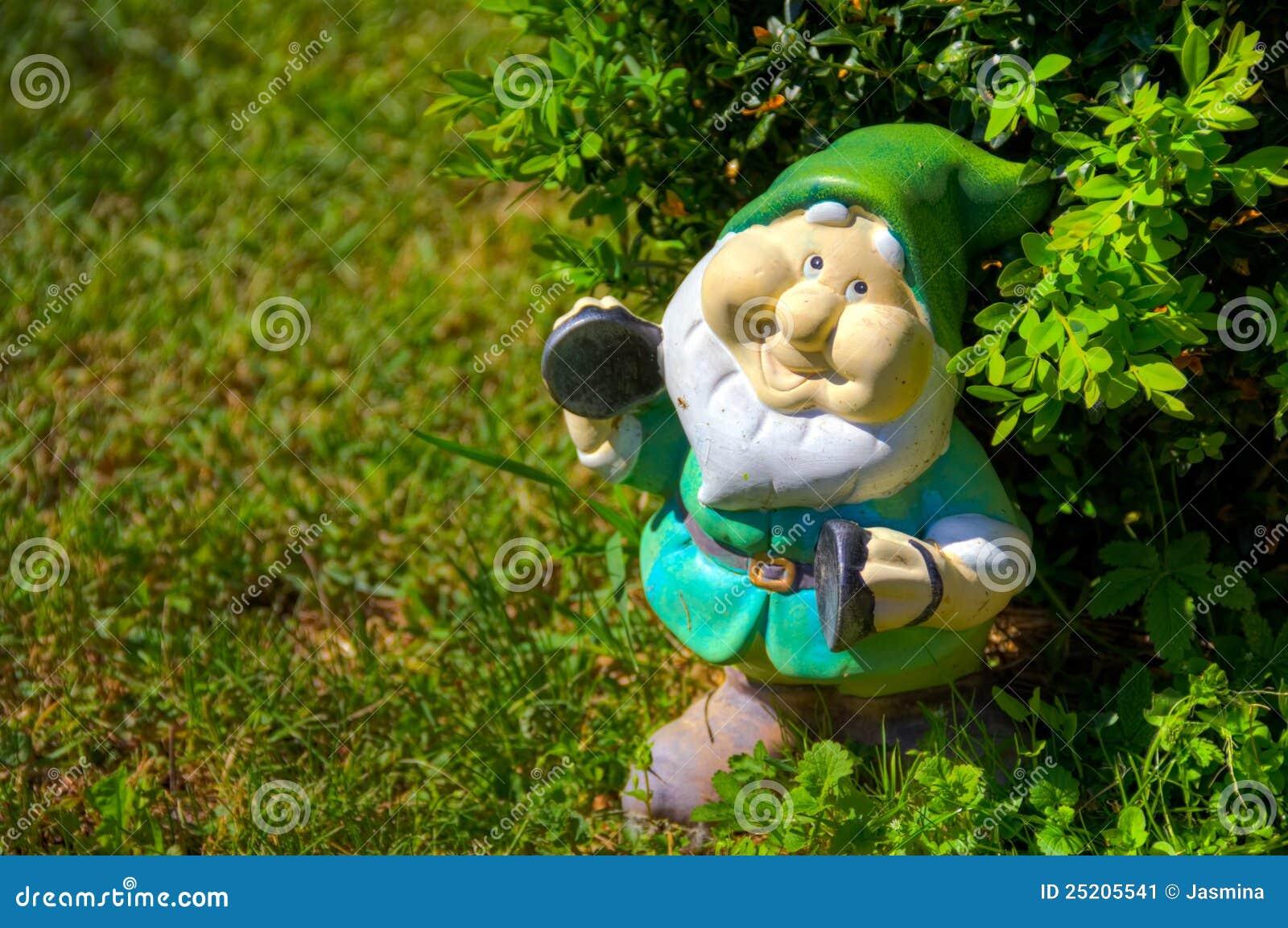 roubo de anao de jardim : roubo de anao de jardim:Dvärg- Trädgård Fotografering för Bildbyråer – Bild: 25205541