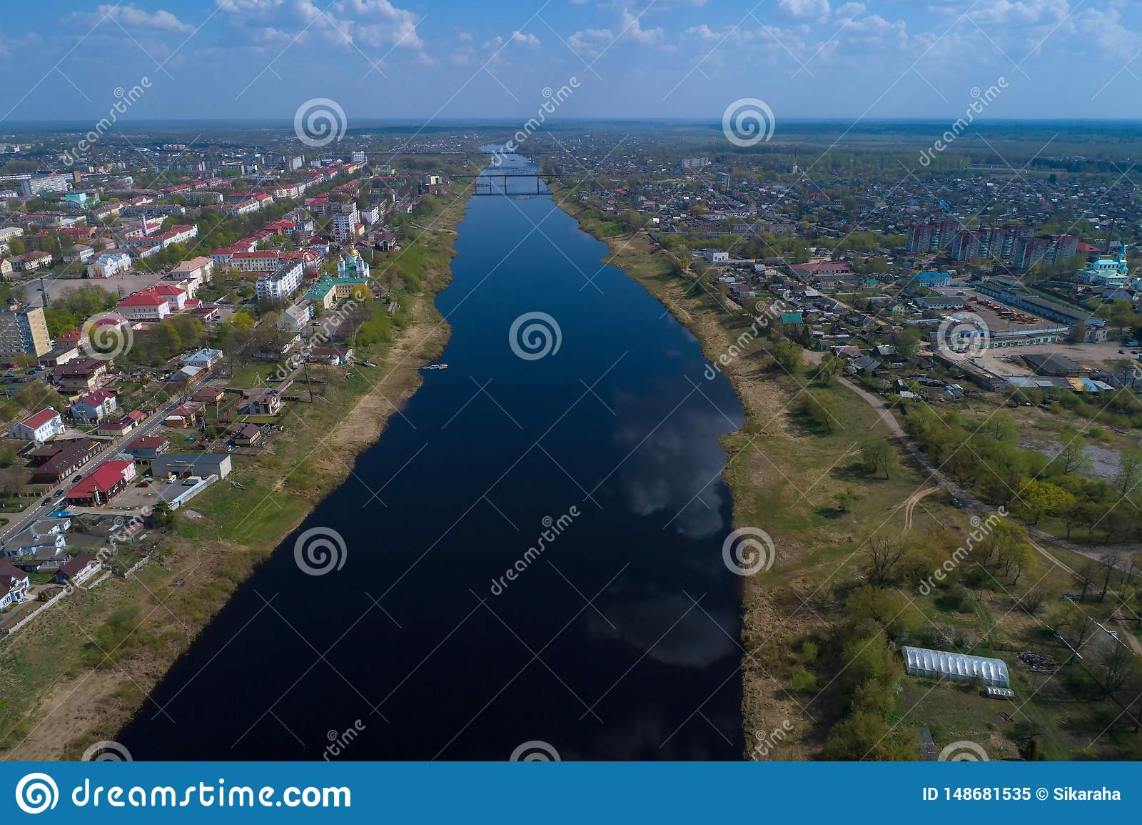 Dvina occidental sur une photographie a?rienne de jour ensoleill? d avril Polotsk, Belarus