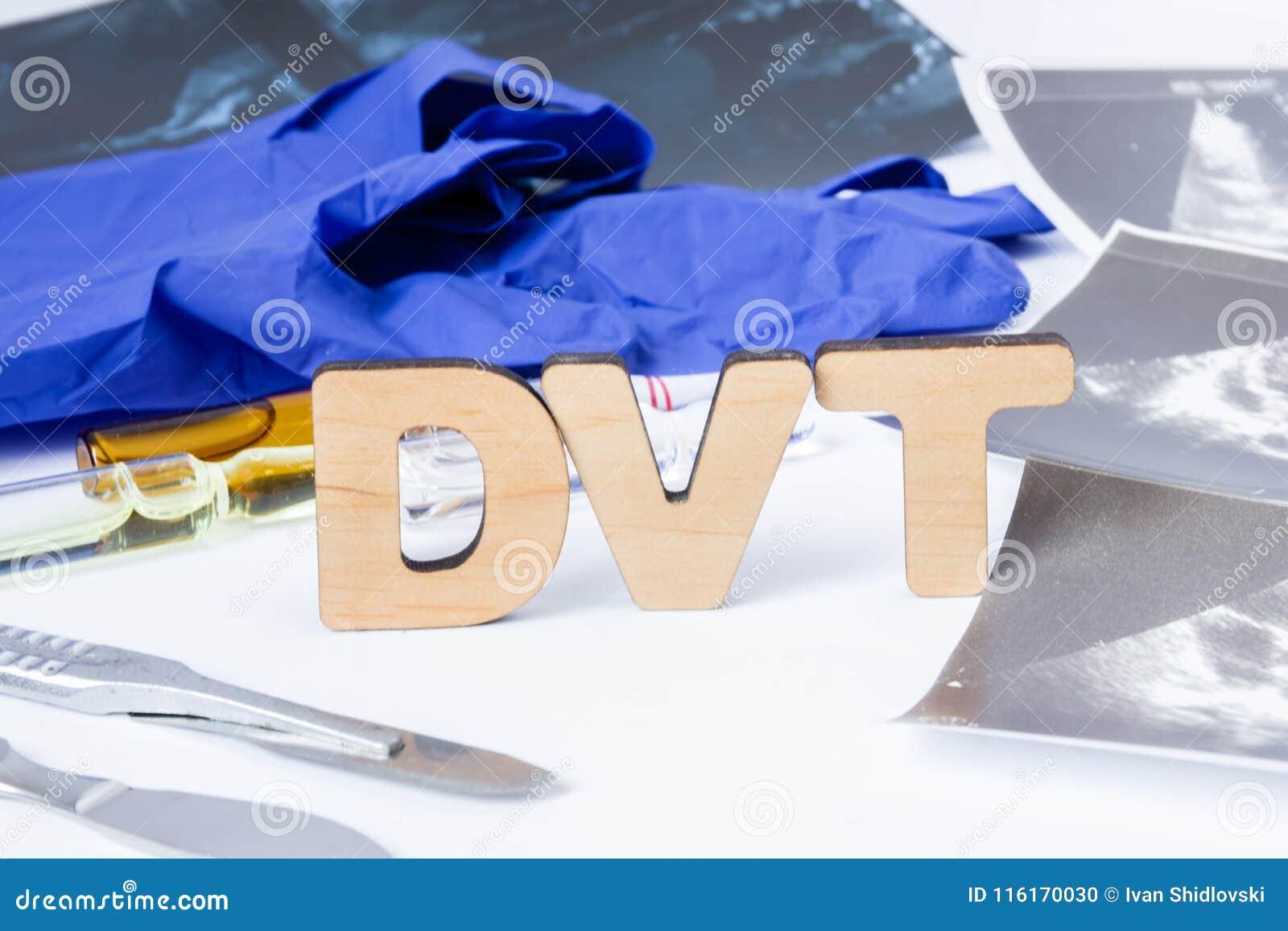 DVT深刻的静脉血栓形成,在静脉的血块的首字母缩略词或简称在我们的身体里面 诊断的治疗的照片概念
