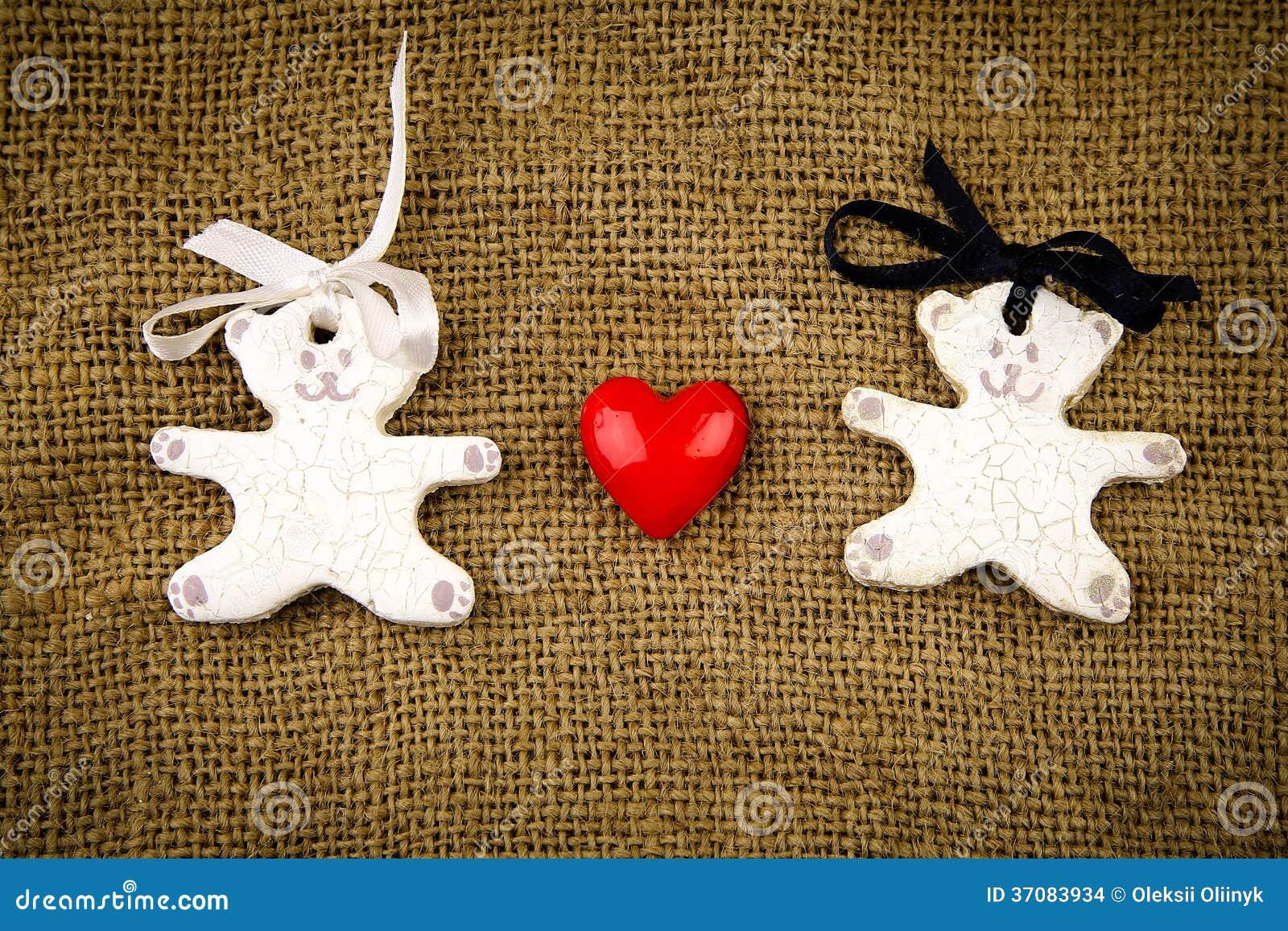Download Dwa Białego Niedźwiedzia Z Czerwonym Sercem Na Grabije Tle Zdjęcie Stock - Obraz złożonej z heart, czerwień: 37083934