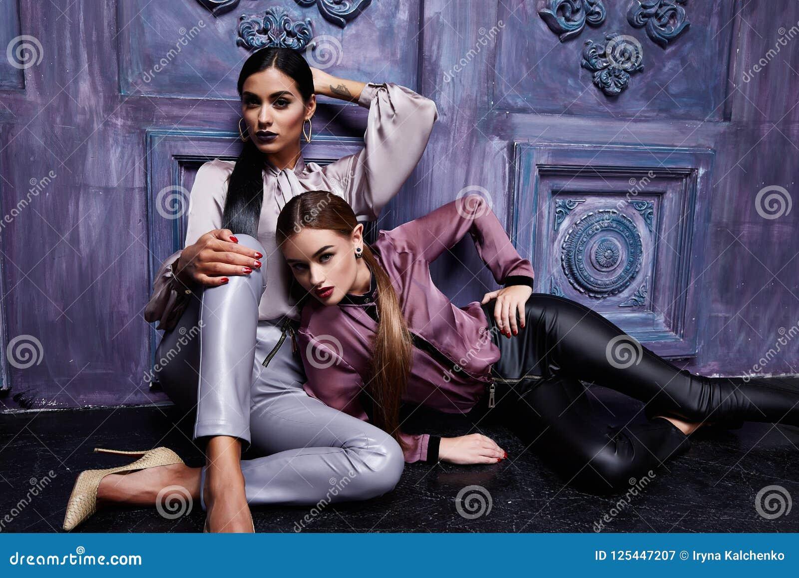 Dwa biznesowej kobiety wieczór makeup piękna młoda włosiana odzież