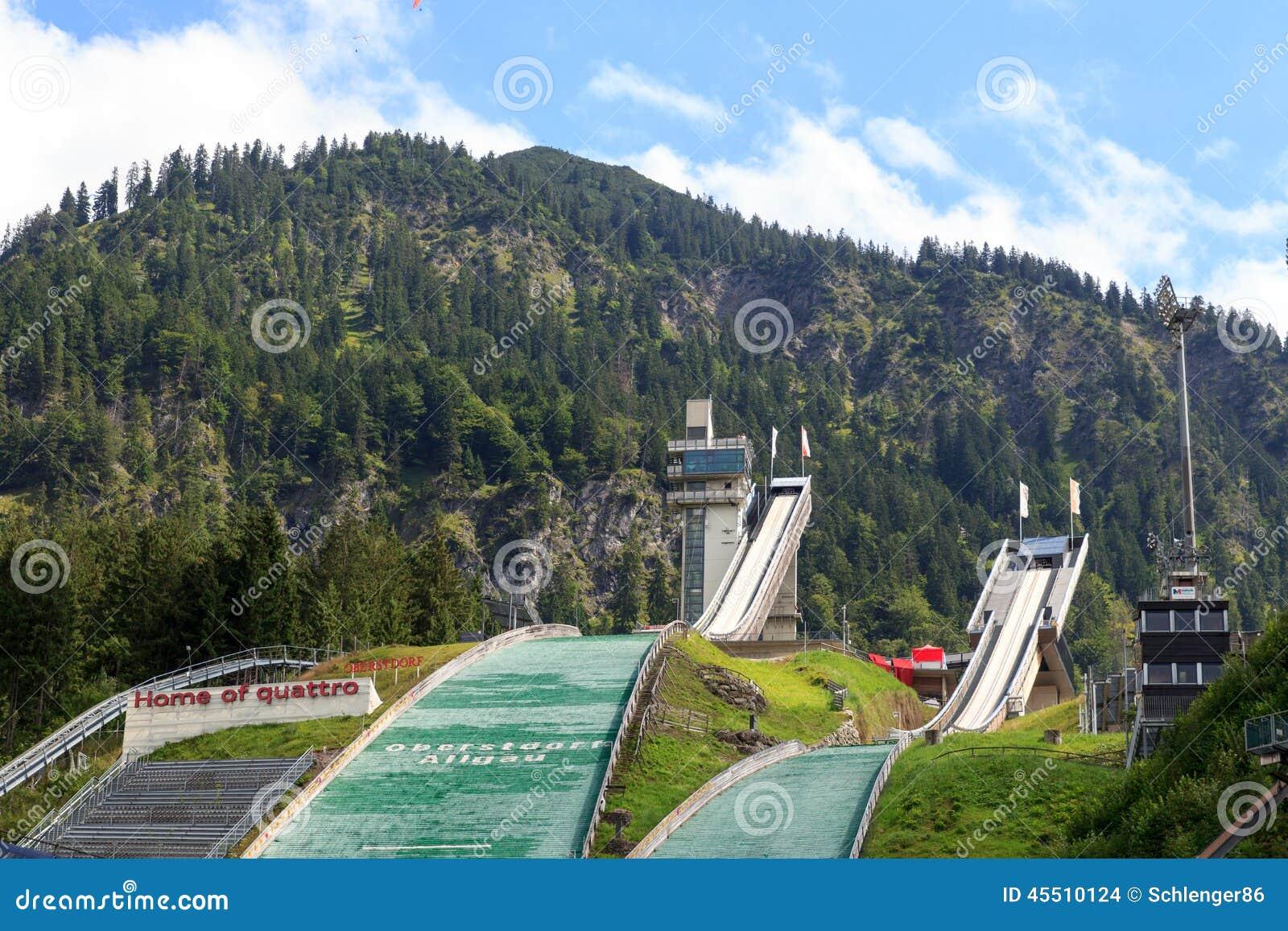 Dwa doskakiwania wzgórza w Oberstdorf
