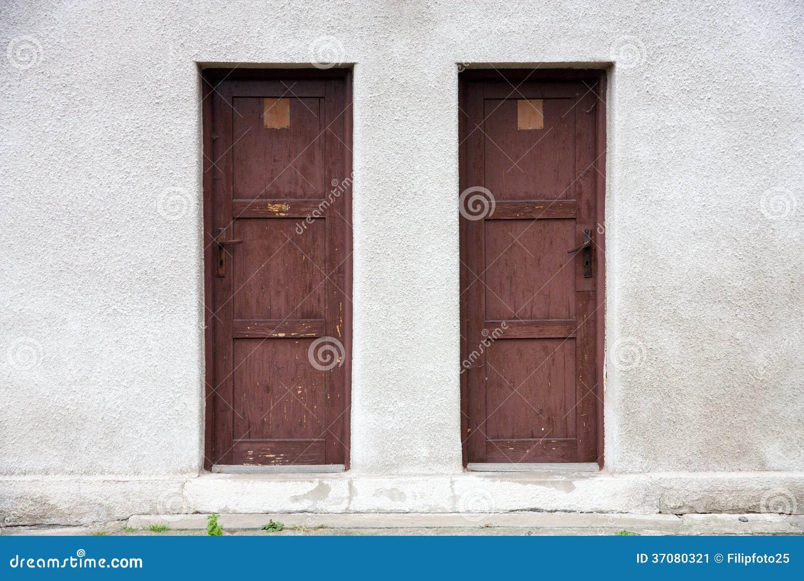 Download Dwa drzwi obraz stock. Obraz złożonej z kędziorek, kamień - 37080321