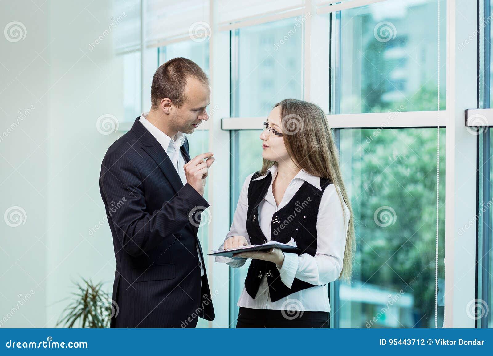 spotyka się z biznesmenem randki z byłym przyjacielem chłopaka