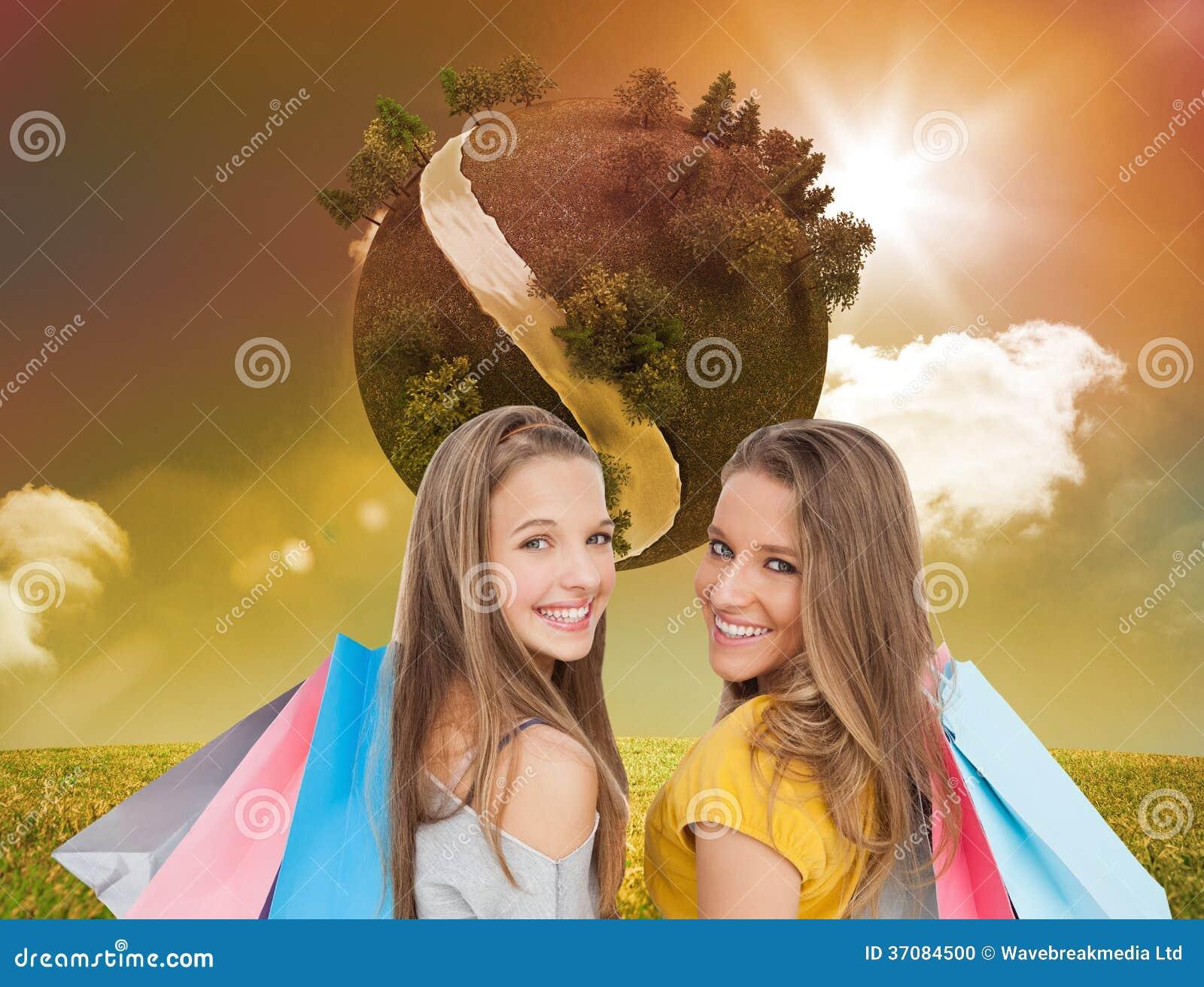 Download Dwa Młodej Kobiety Z Torba Na Zakupy Ilustracji - Ilustracja złożonej z chmurny, tekstura: 37084500