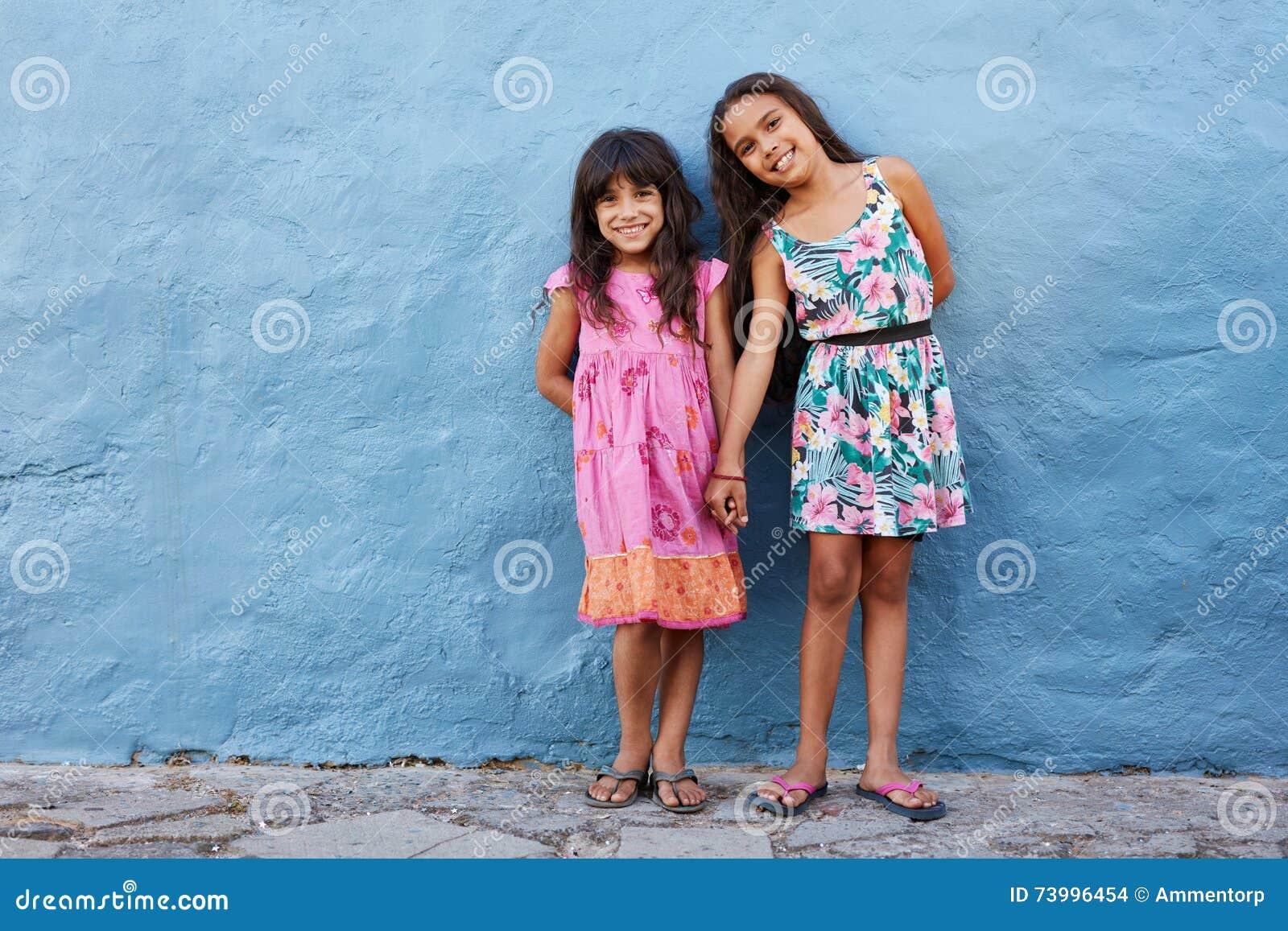 Dwa małej pięknej dziewczyny