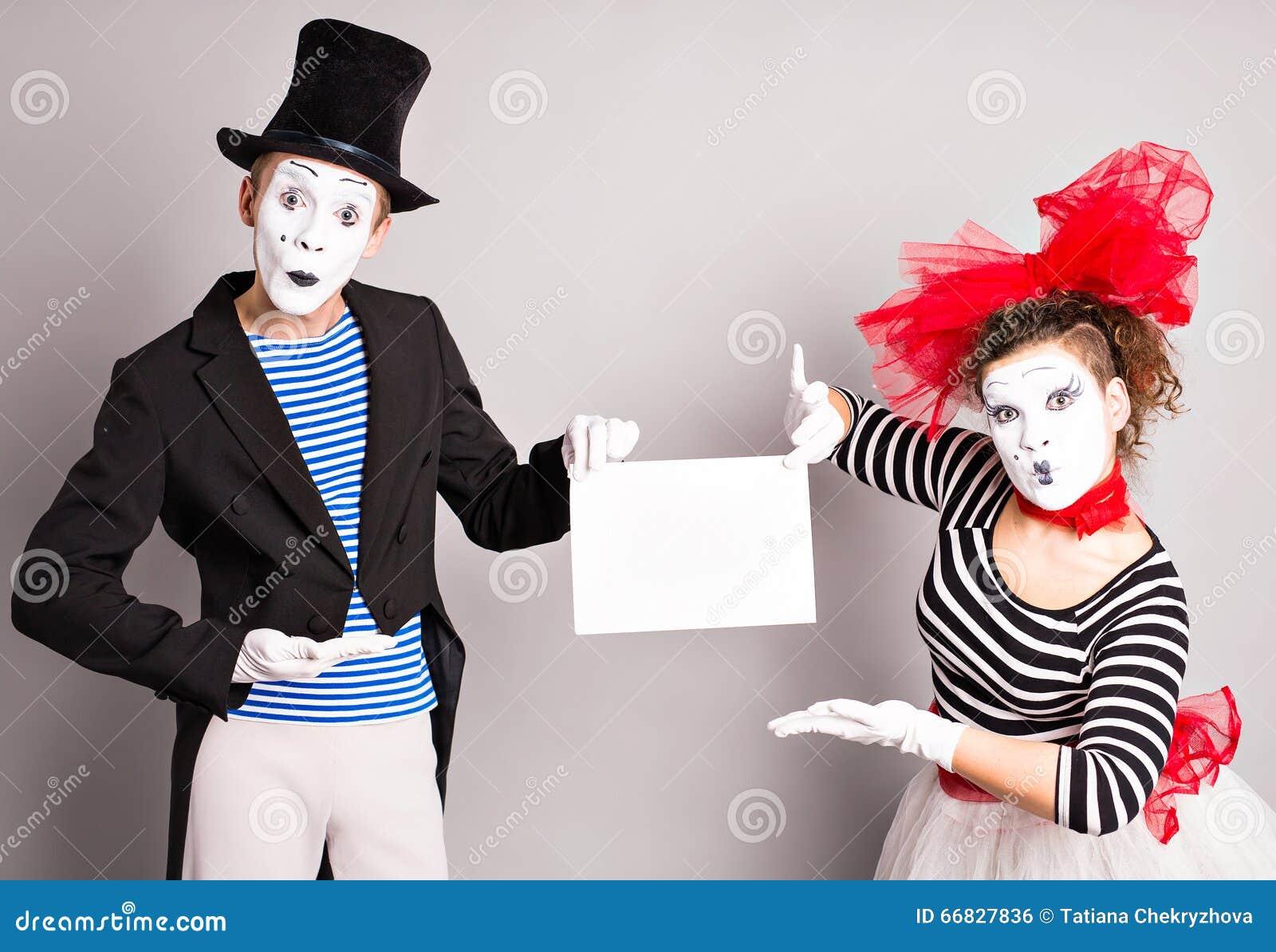 Dwa mima z znakiem dla reklamować, Kwietni durni dnia pojęcie