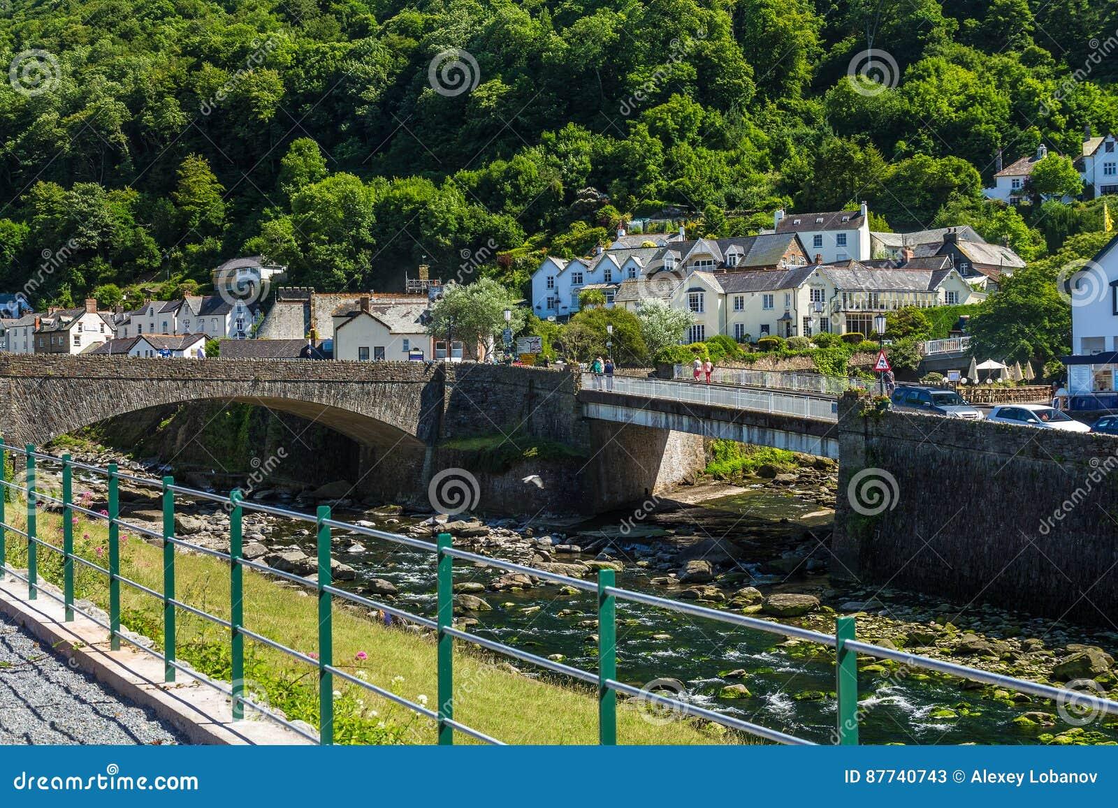 Dwa mosta nad Rzecznym Wschodnim Lyn i Zachodnim Lyn