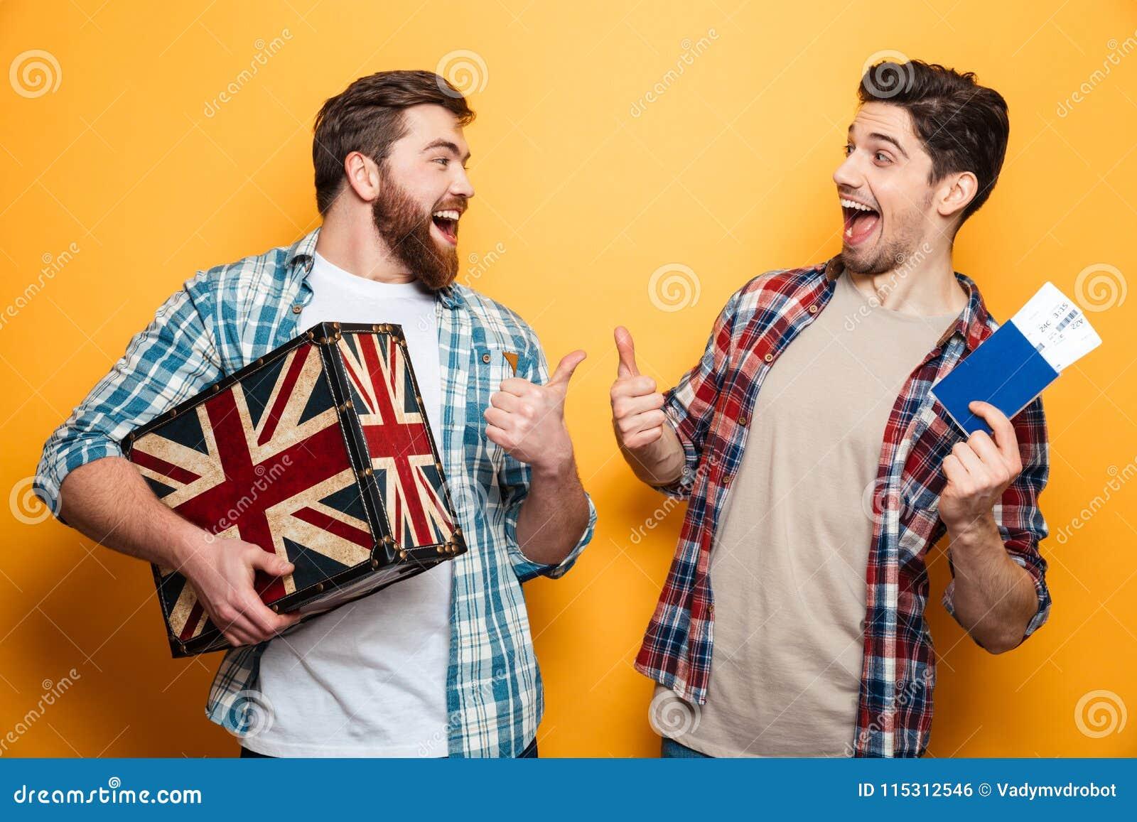 Dwa rozochoconego mężczyzna w koszula przygotowywa ono potykać się