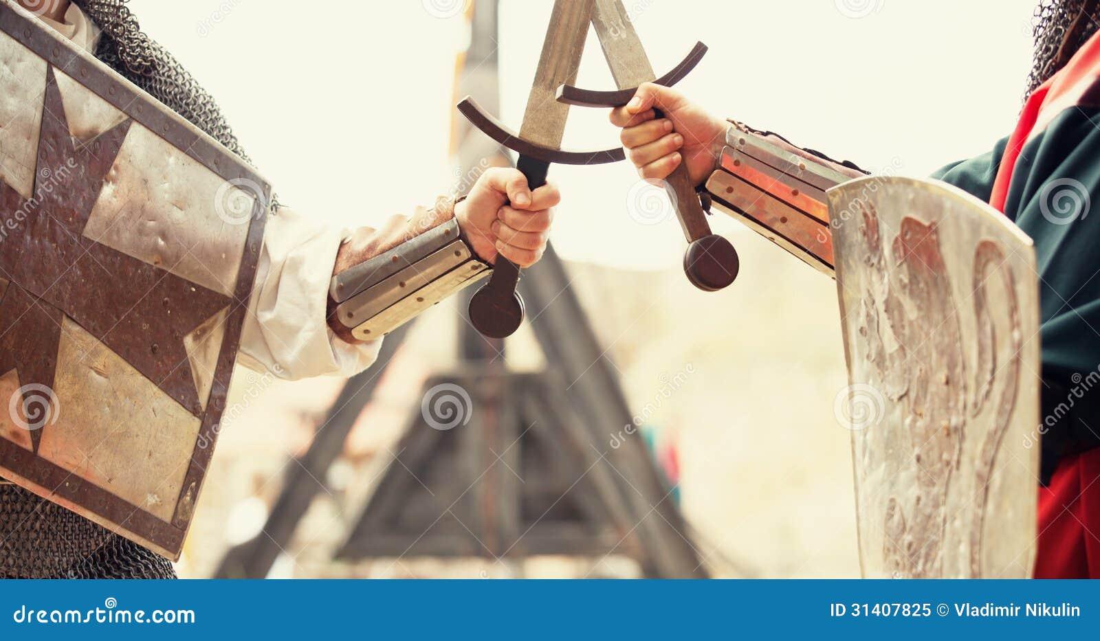 Dwa rycerza z kordzikami