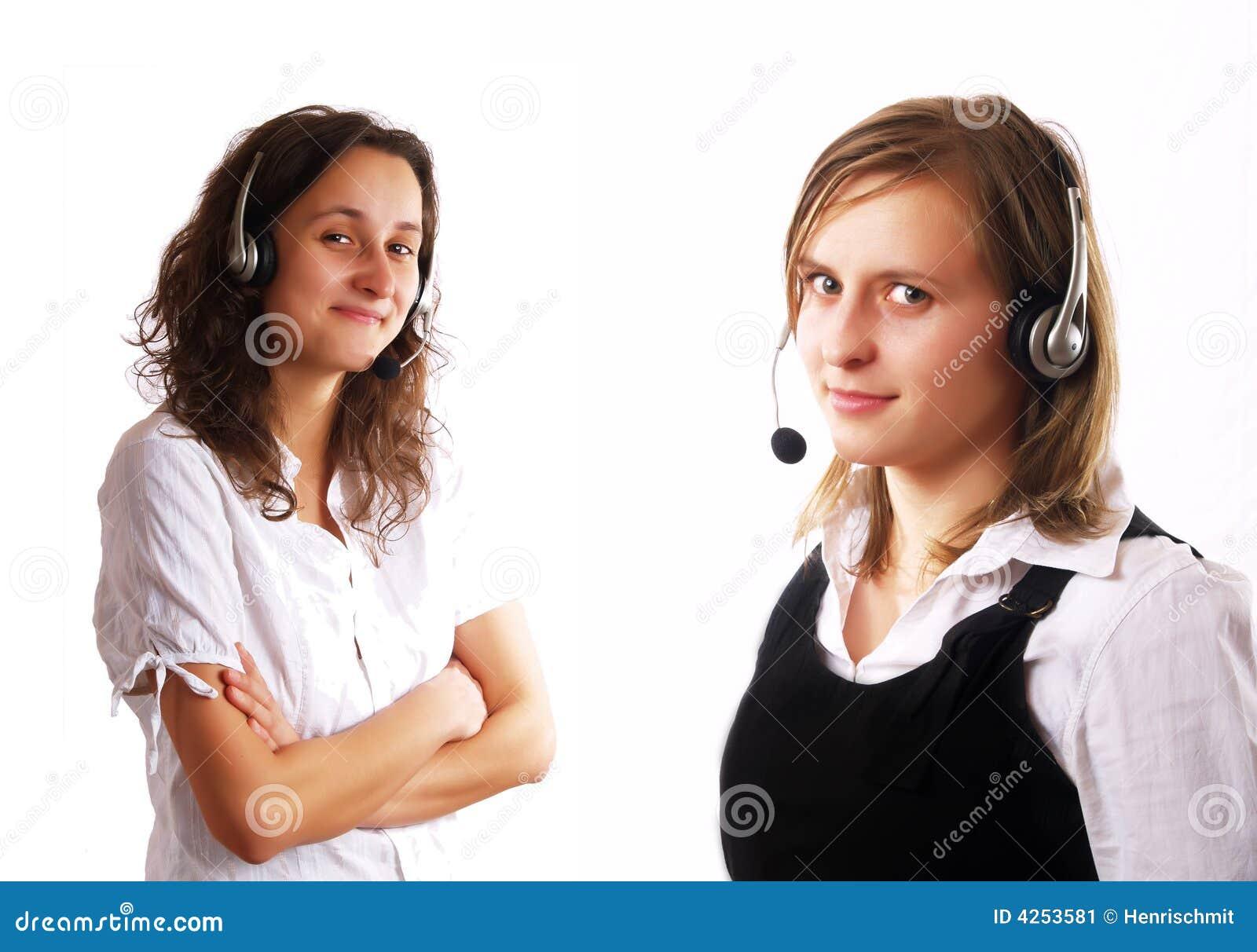 Dwa słuchawek nosi kobiety