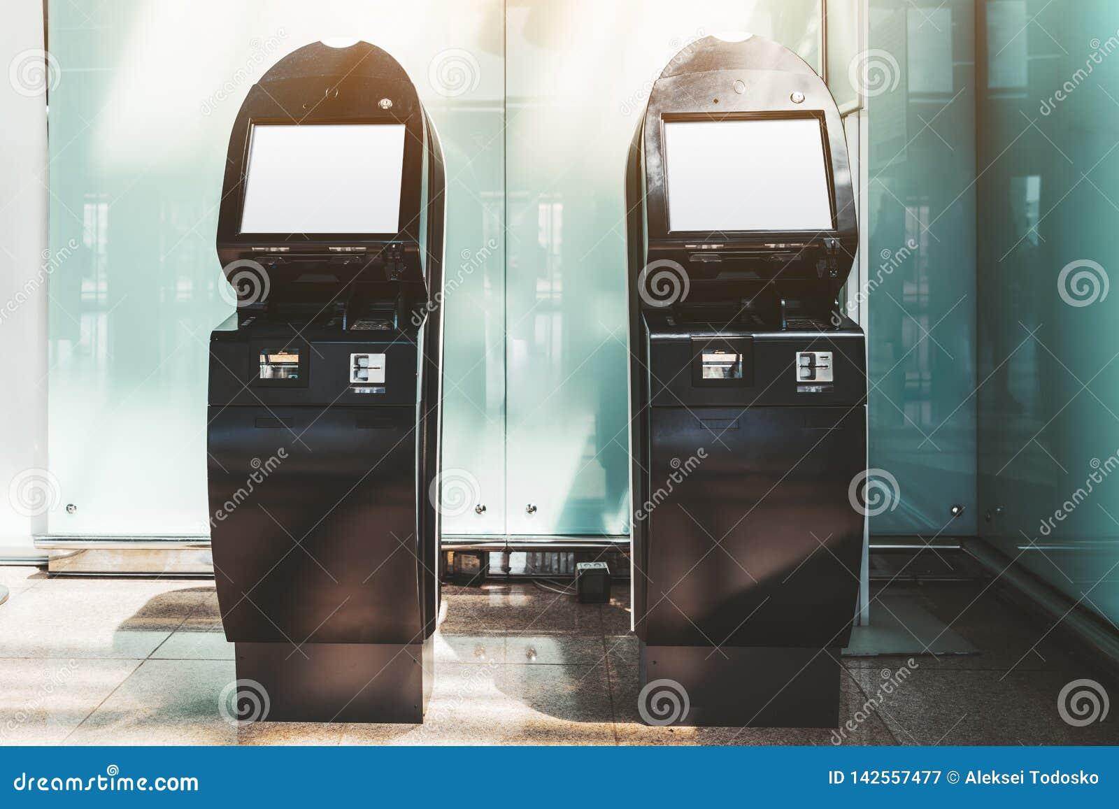 Dwa samoobsługowego terminalu mockups