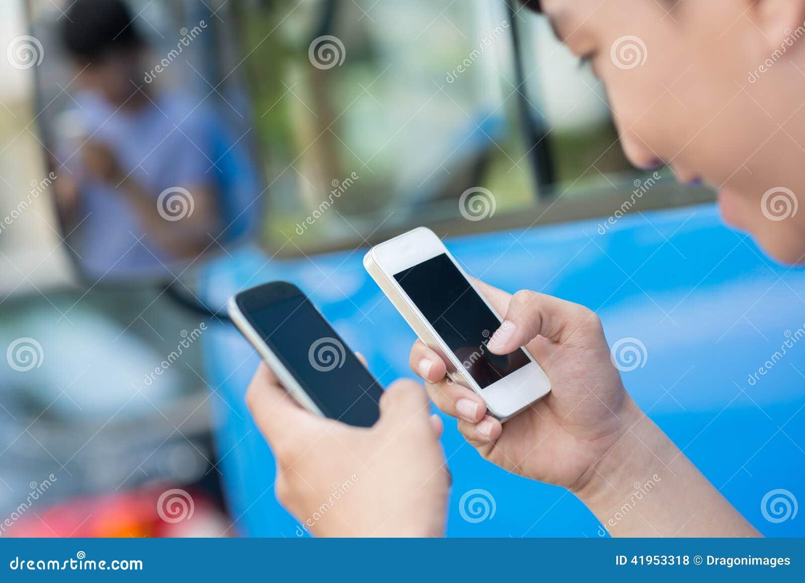 Dwa smartphones