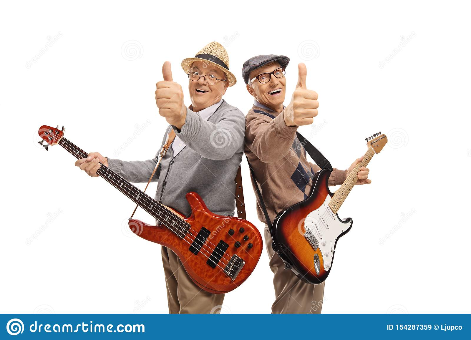 Dwa starszego mężczyzny z gitarami elektrycznymi pokazuje aprobaty