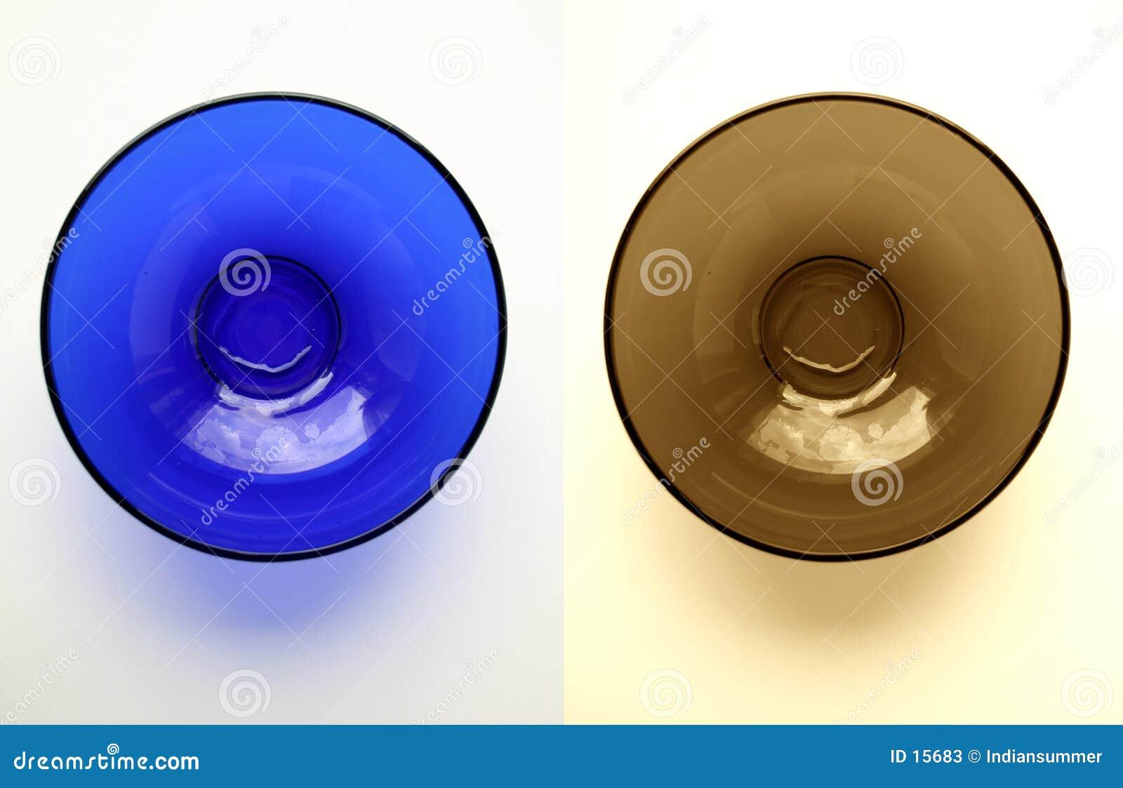 Dwa szkliste talerze