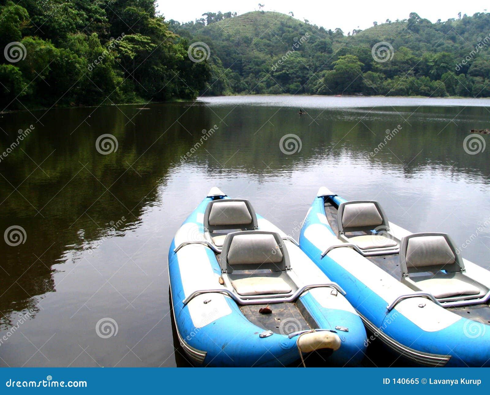 Dwie łodzie niebieskie