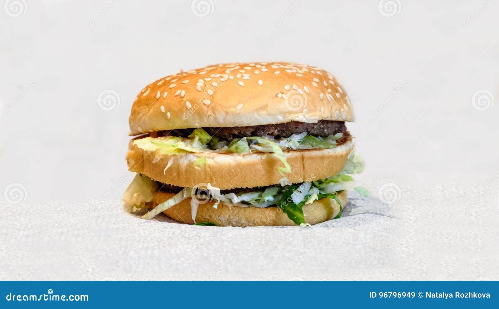 Dwoisty hamburger z klopsikami