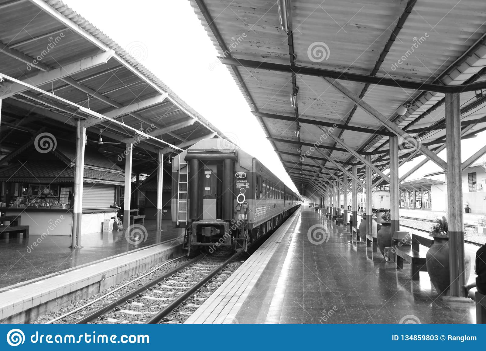 Dworzec jest miejscem tłumacz