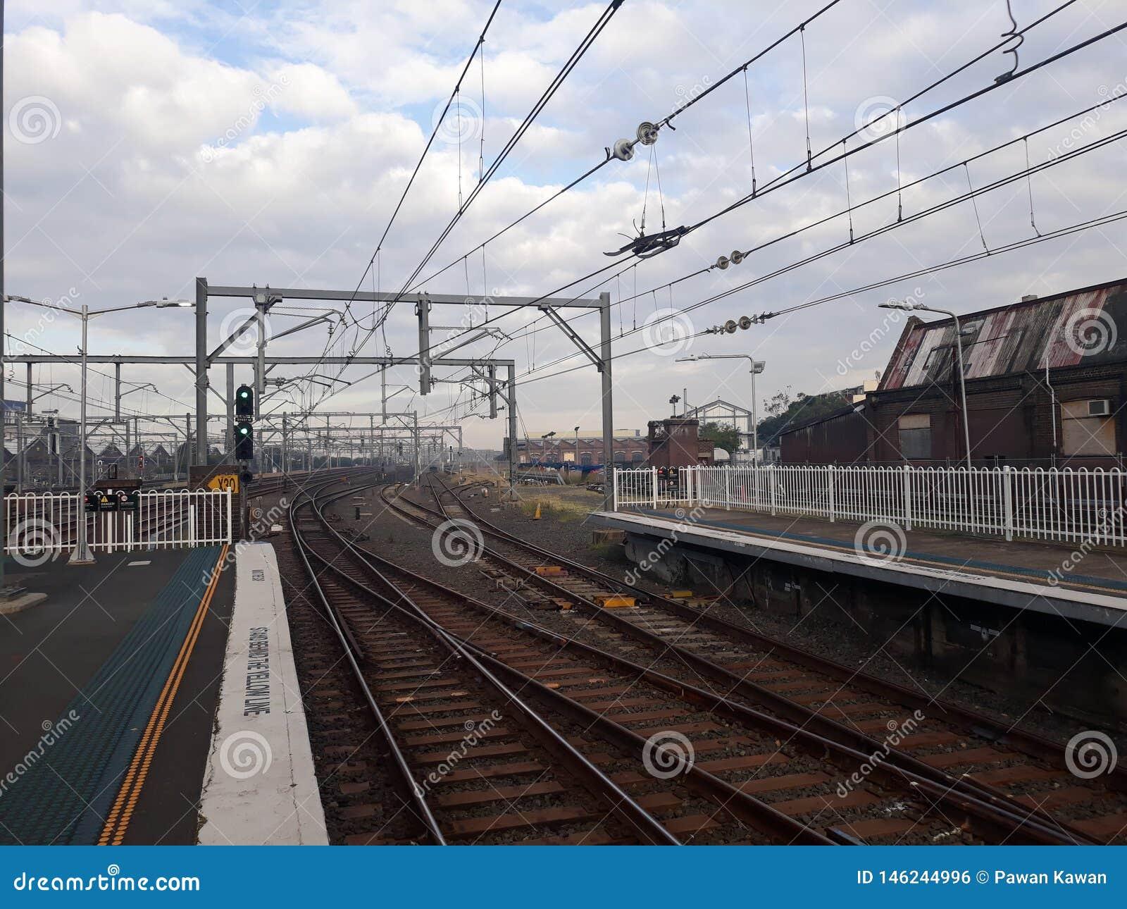 Dworzec Redfern, Sydney, Australia przy ranku czasem