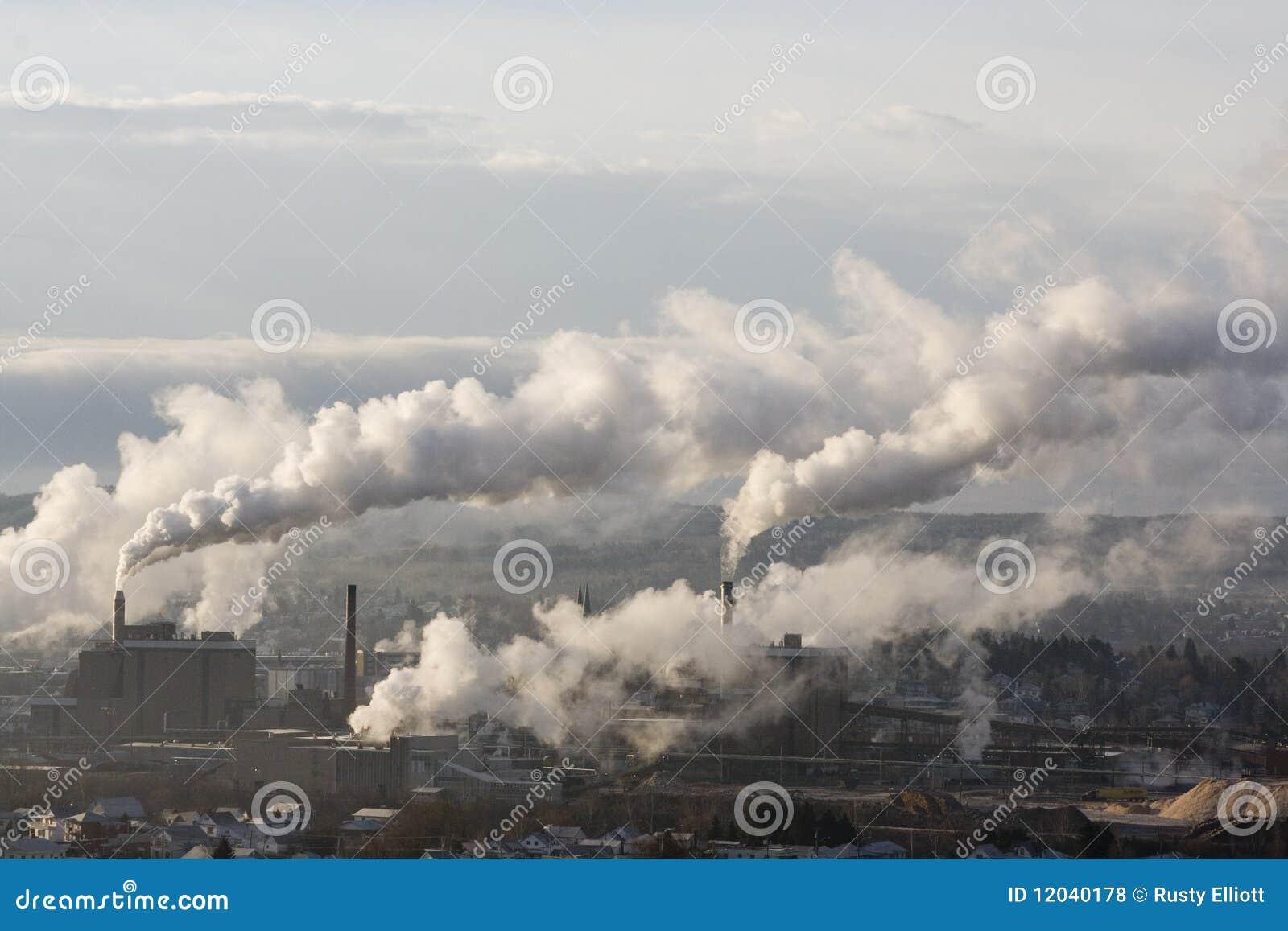 Dymne fabryk sterty