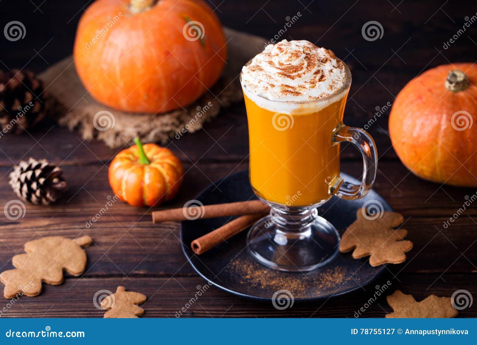 Dyniowy smoothie, pikantności latte Pijacki koktajl