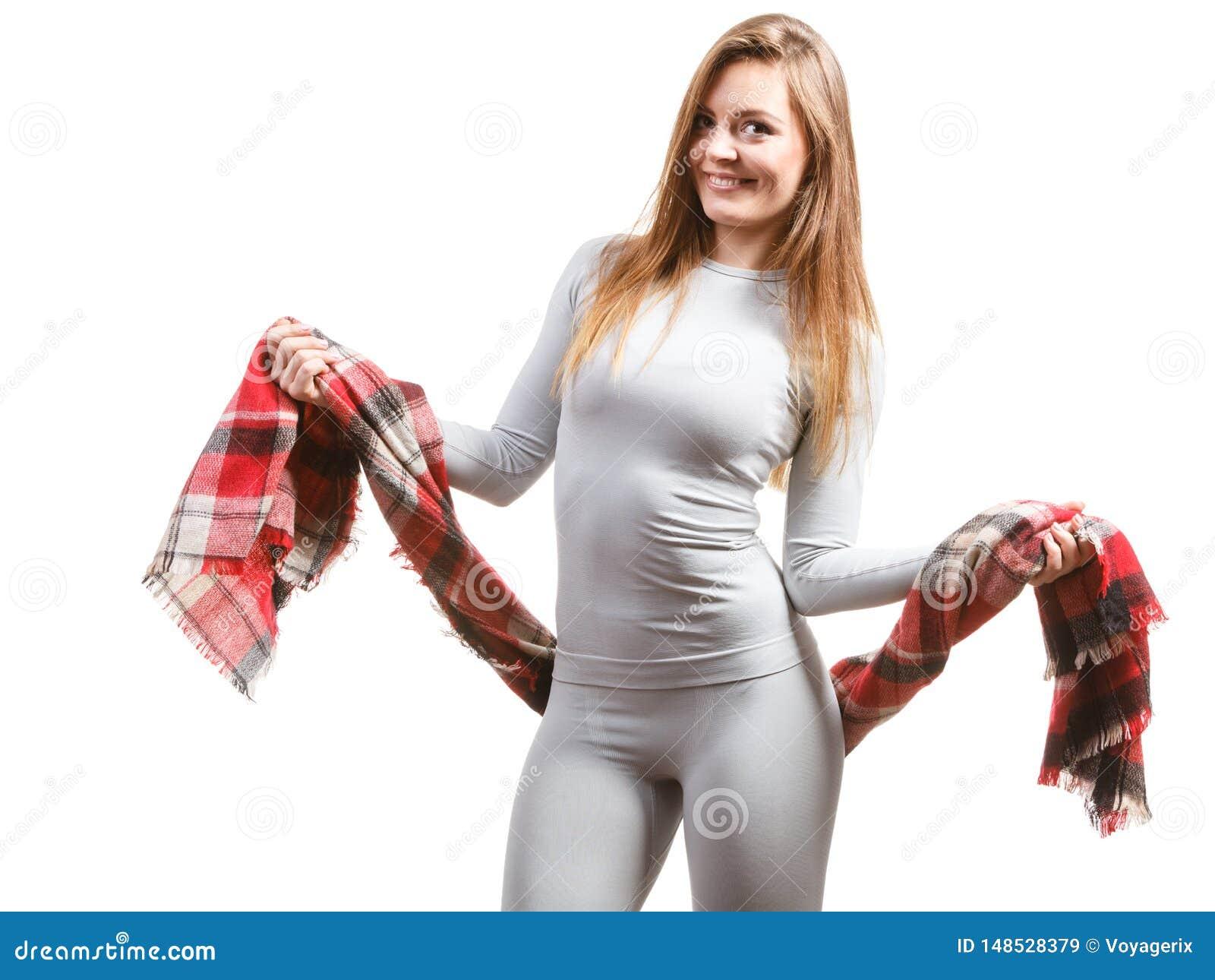 Dysponowana kobieta jest ubranym thermoactive bielizn?