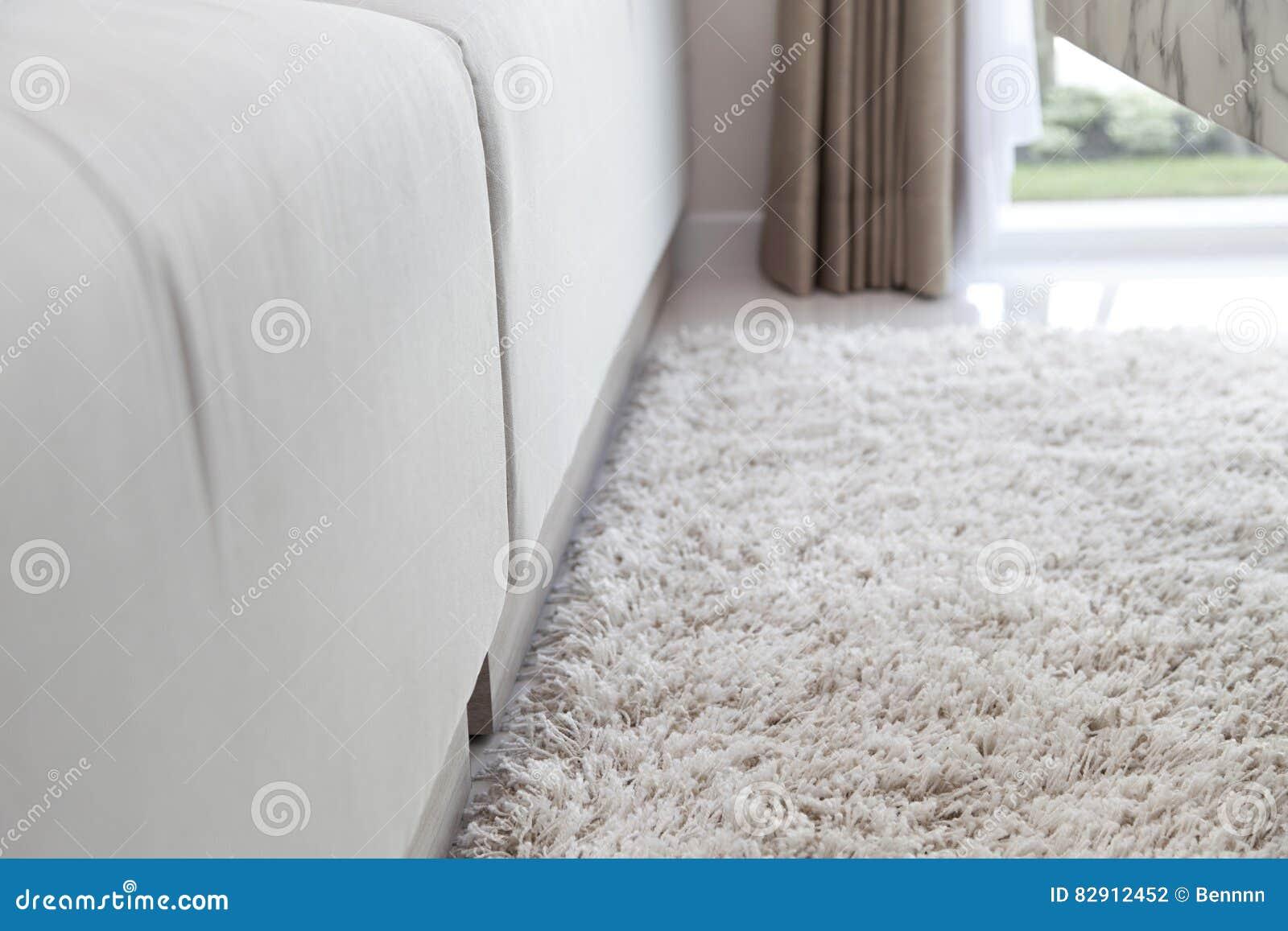 Dywan na drewnianej podłoga