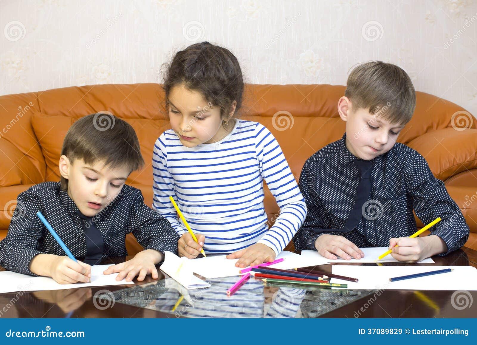 Download Dzieci obraz stock. Obraz złożonej z dzieciniec, odosobniony - 37089829