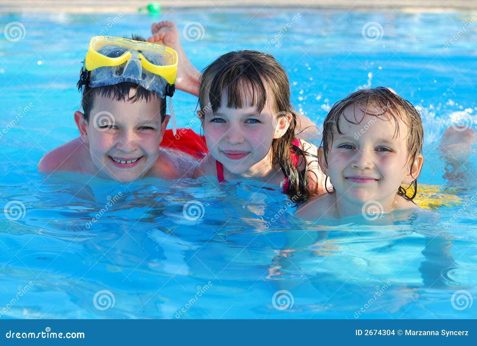 Dzieci pływać