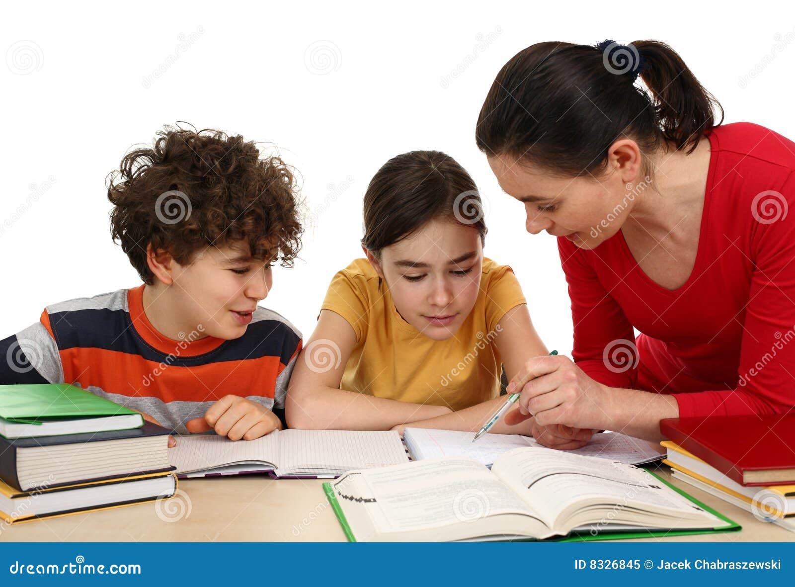 Dzieci robią pracie domowej