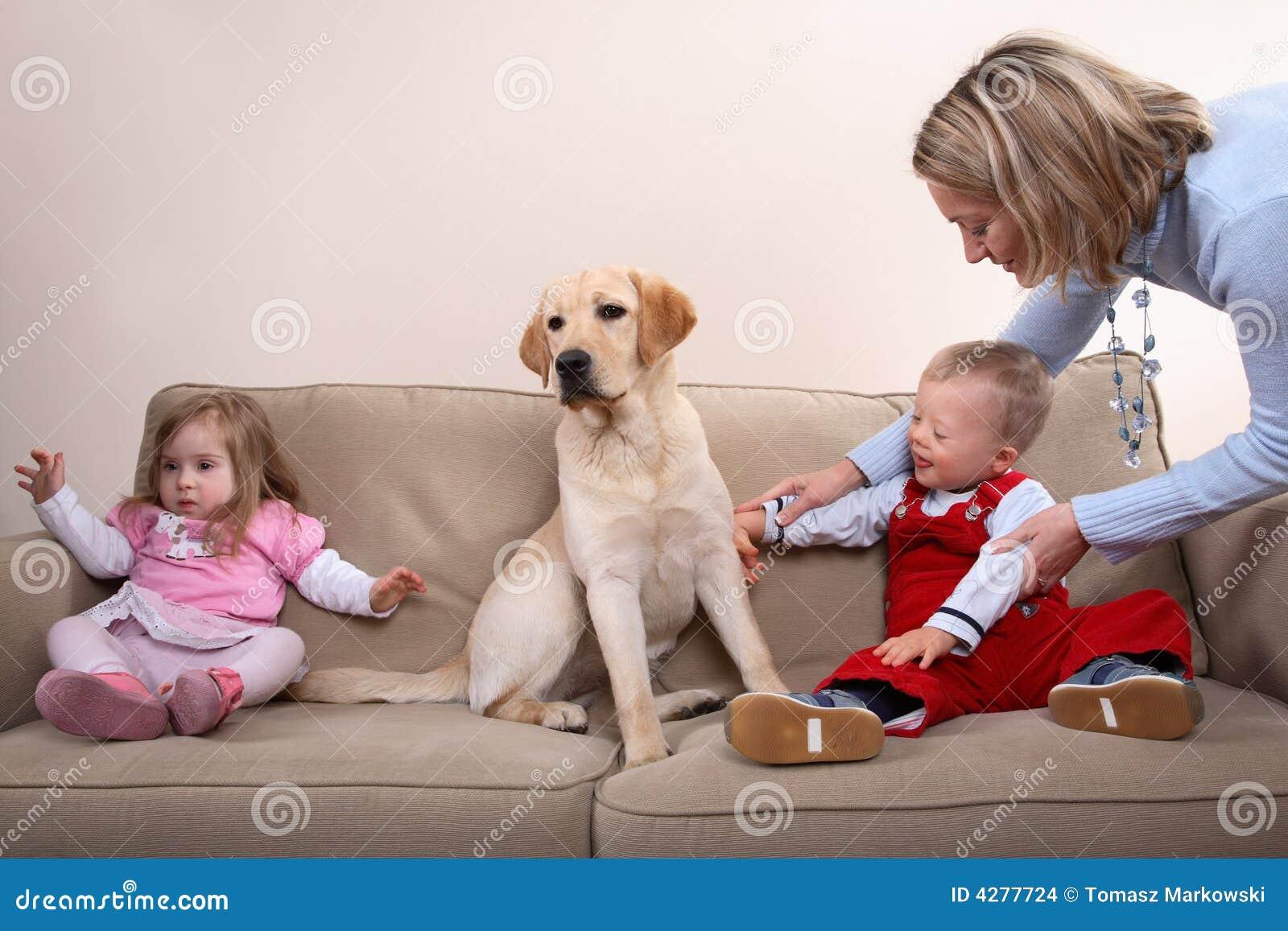Dzieci są dwa psy