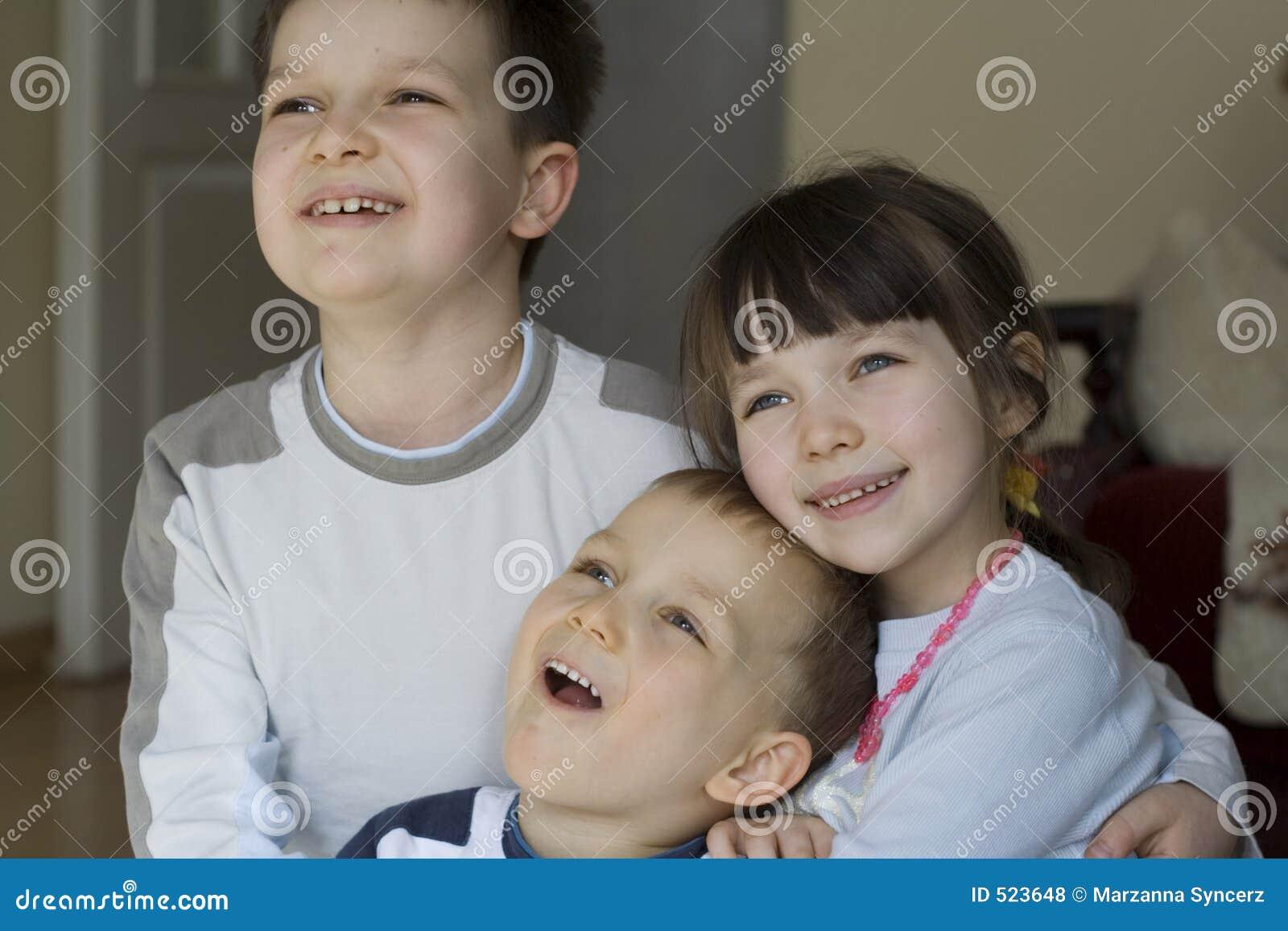 Dzieci się uśmiecha