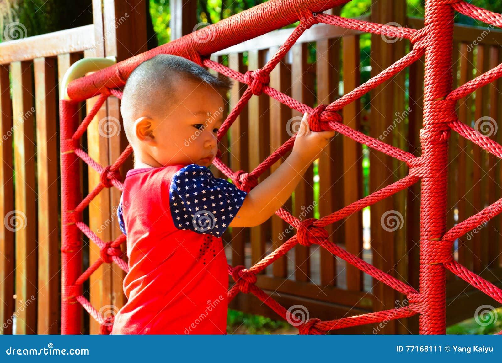 Dzieci wspinać się