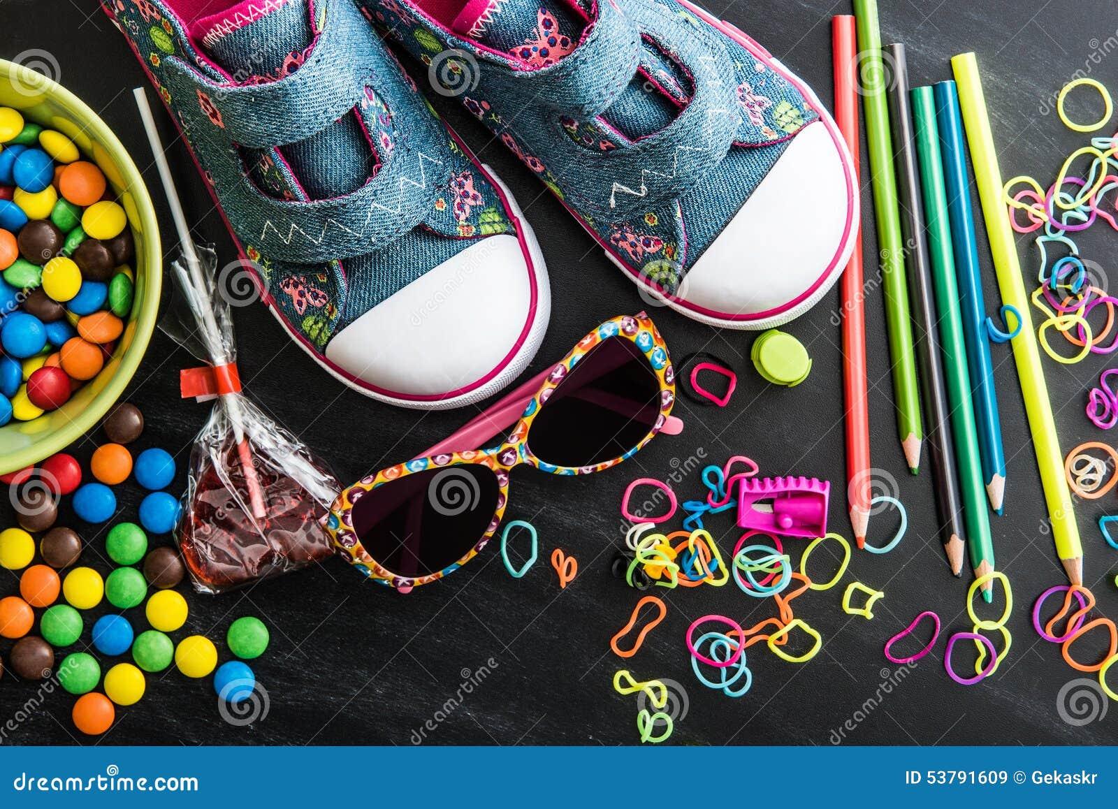 Dzieciaków cukierki i materiał