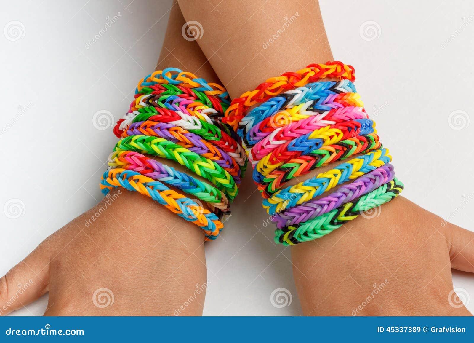 Dzieciak z tęcza koloru krosienka zespołem